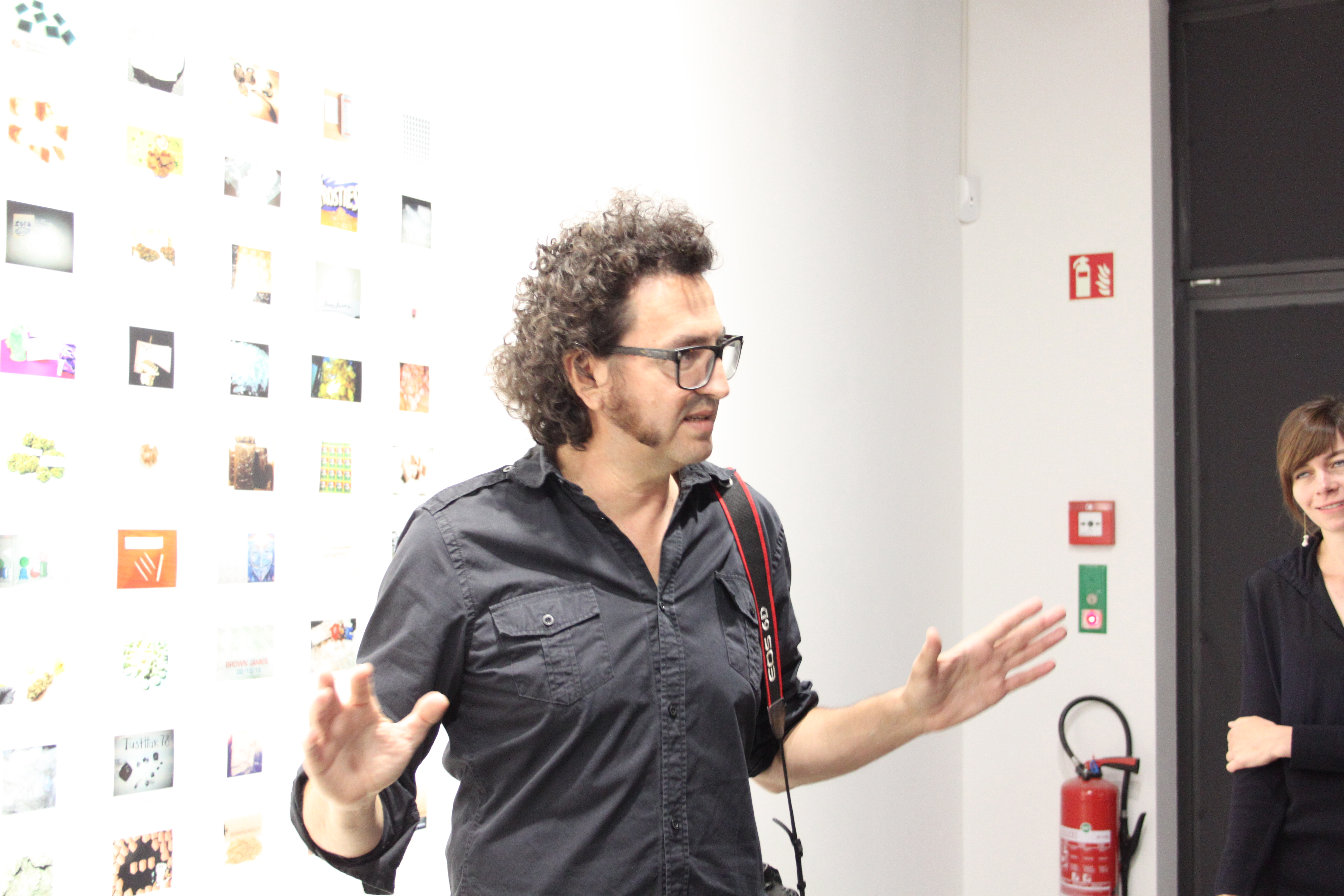 Künstler Daniel G. Andújar im Haus der elektronischen Künste.