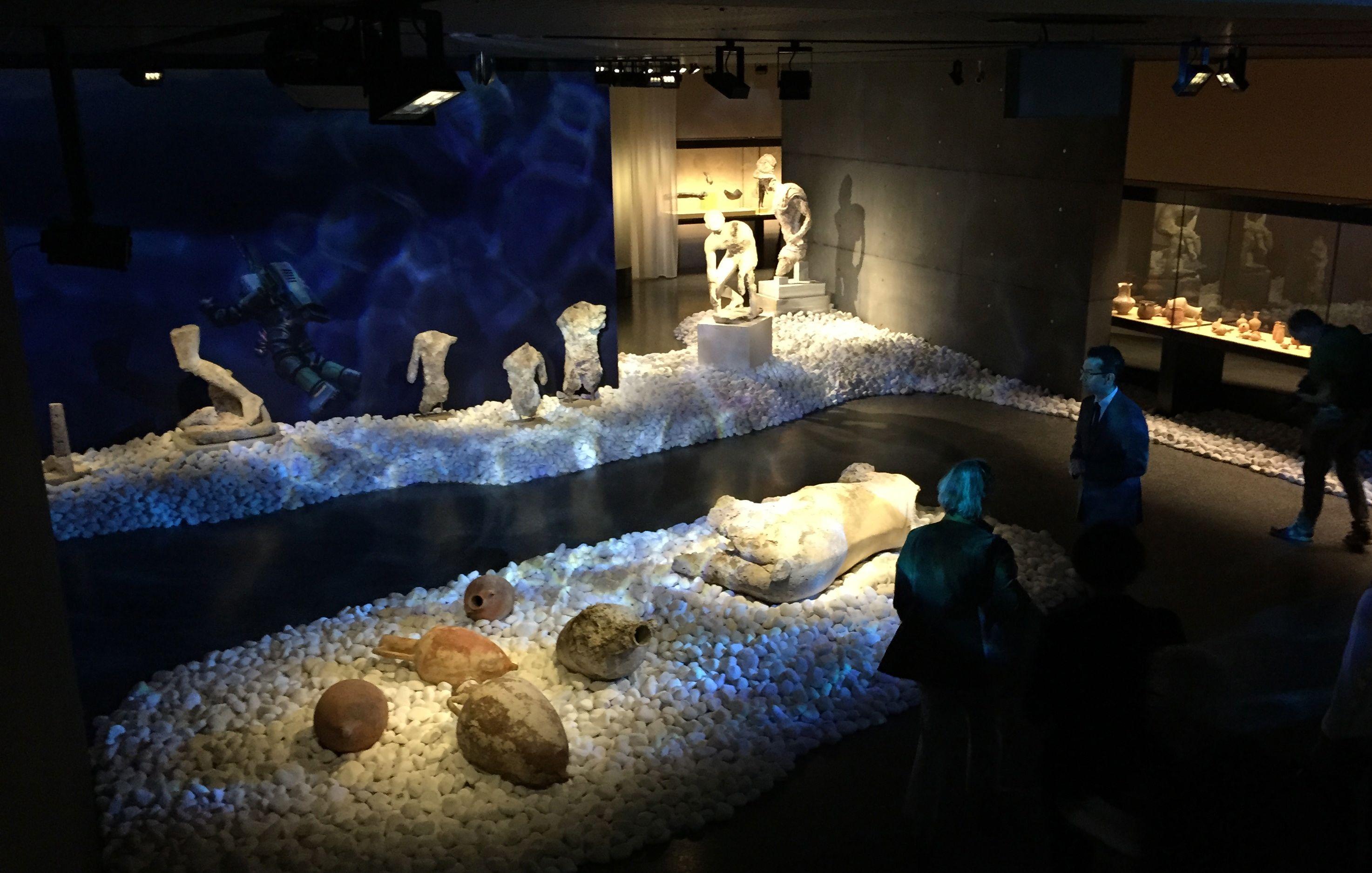 Unterwasser-Inszenierung.