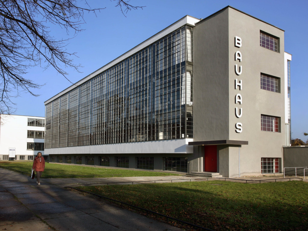 Vitra design museum zeigt bauhaus ausstellung tageswoche for Vitra museum basel