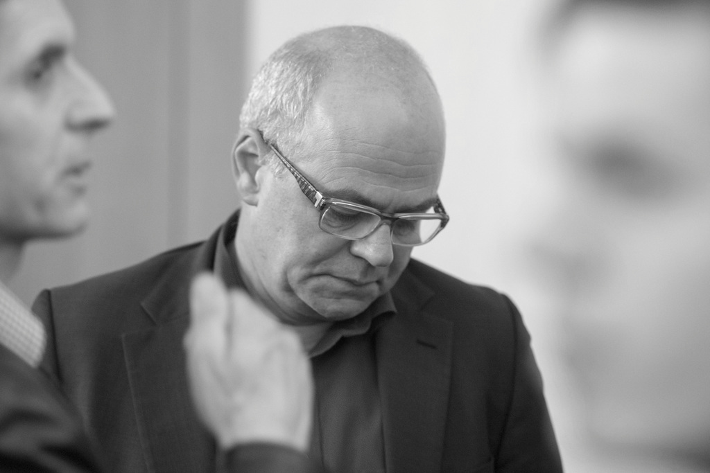Der abgewaehlte Schwyzer SP-Nationalrat Andy Tschuemperlin anlaesslich der Eidgenoessischen Nationalrats- und Staenderatswahlen am Sonntag 18. Oktober 2015 in Schwyz. (KEYSTONE/Urs Flueeler)