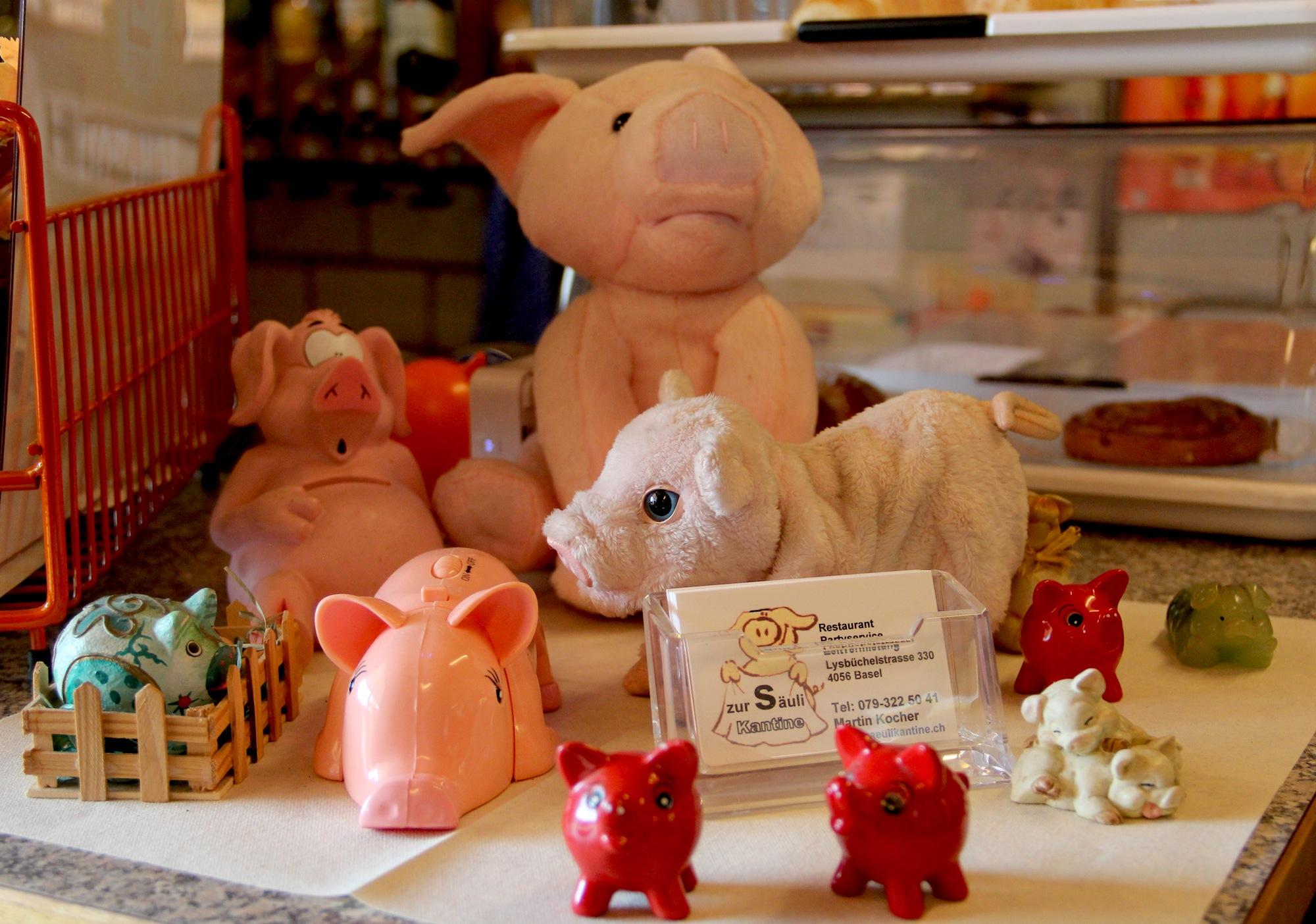 Es waren die Gäste, welche all diese Schweine mitbrachten: Seit 2002 ist die Sammlung ordentlich gewachsen.