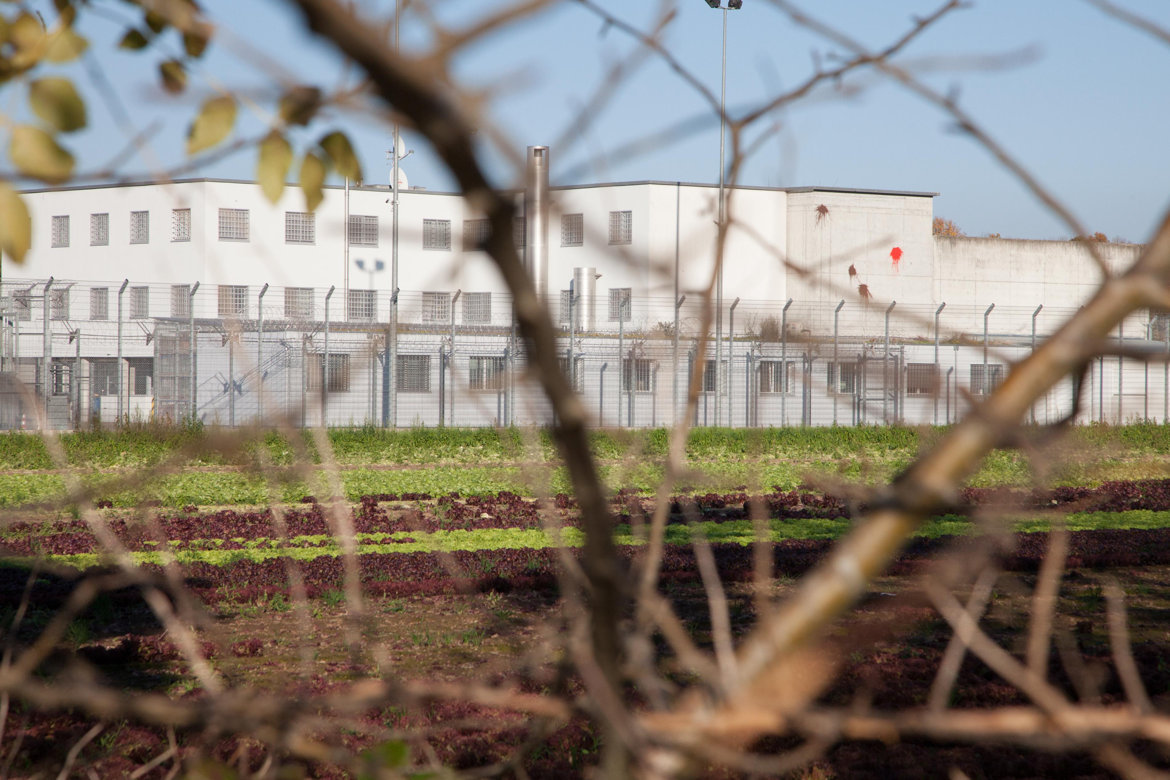 Das Gefängnis ist der Nachbar der bblackboxx – und der Grund, warum es sie gibt.