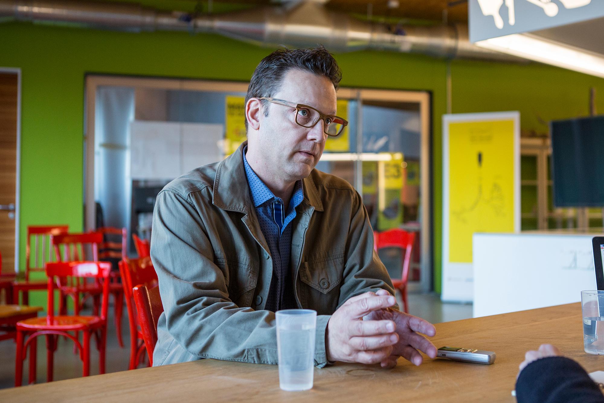 «Gadgets interessieren mich nicht. Ich denke lieber über Technologien nach, die erst auf dem Papier existieren», sagt der Futurist Scott Smith.