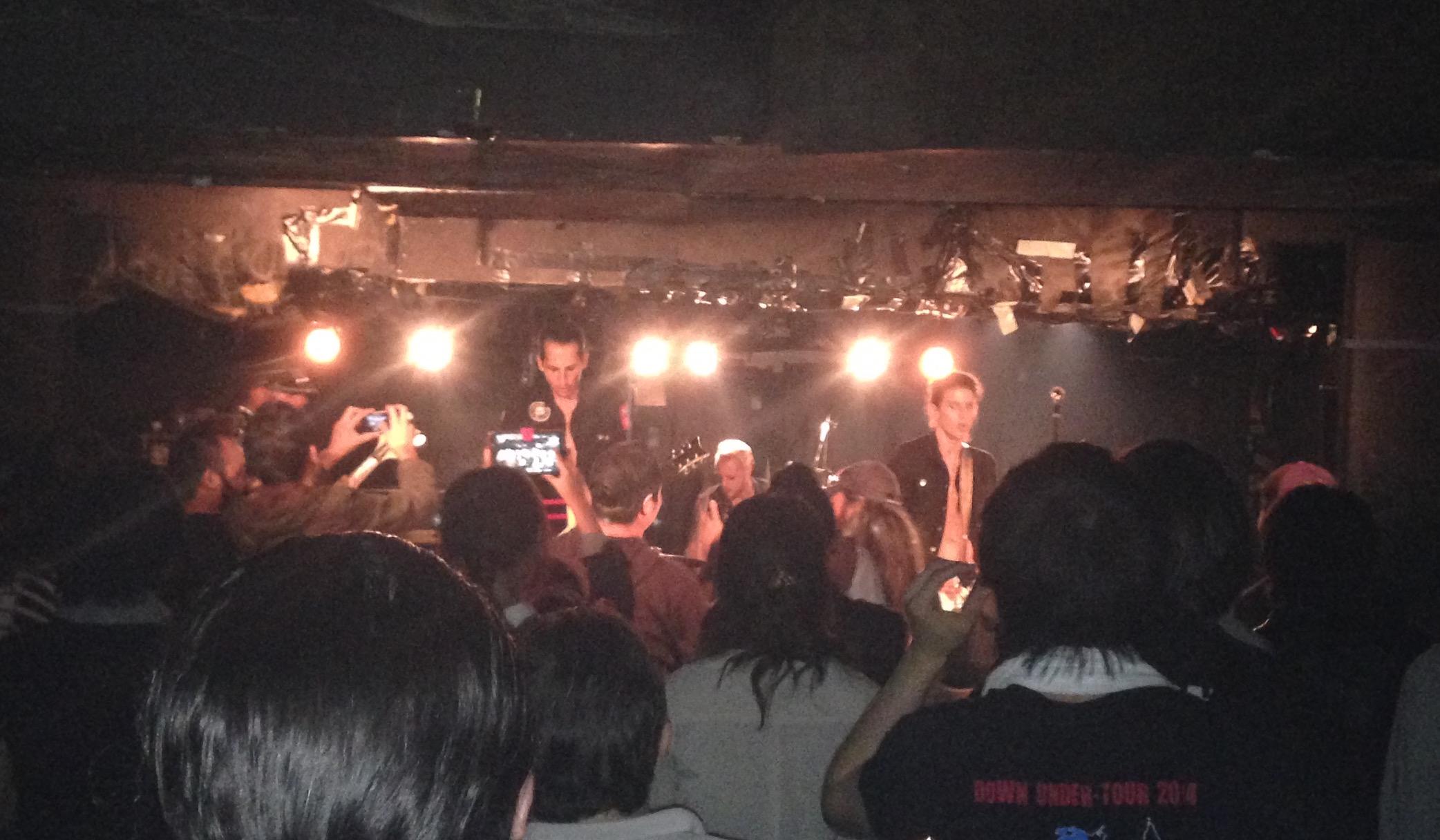 Die Bitch Queens: Big in Japan, wo Bühnen niederiger sind als bei uns.