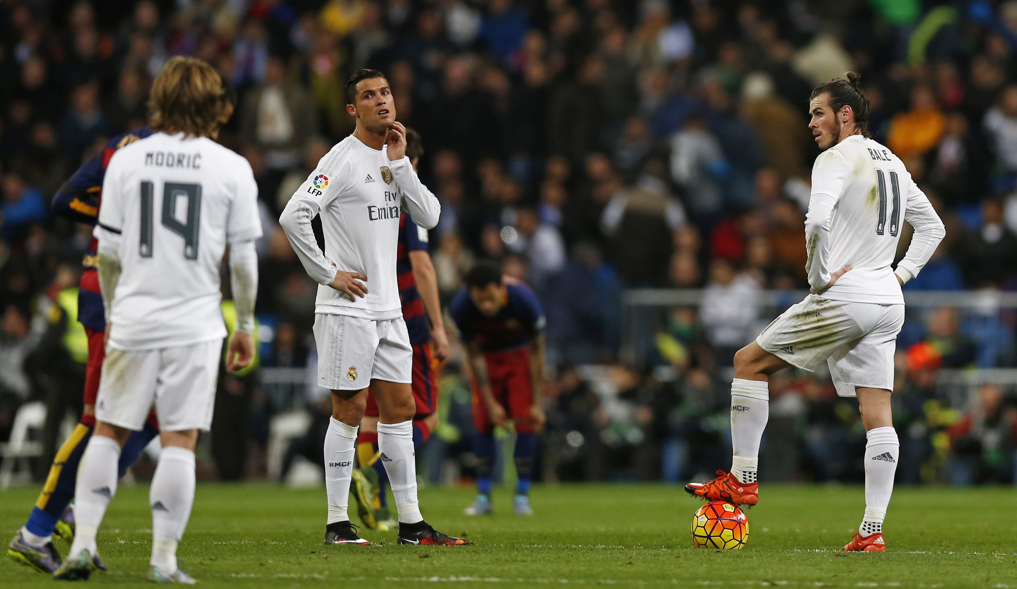 Football - Real Madrid v Barcelona - Liga BBVA - Santiago Bernabeu - 21/11/15 Real Madrid's Gareth Bale (R) and Cristiano Ronaldo (2nd L) look dejected as they prepare to take a centre kick after Barcelona's Luis Suarez (not pictured) scored their fourth goal Reuters / Stringer Livepic