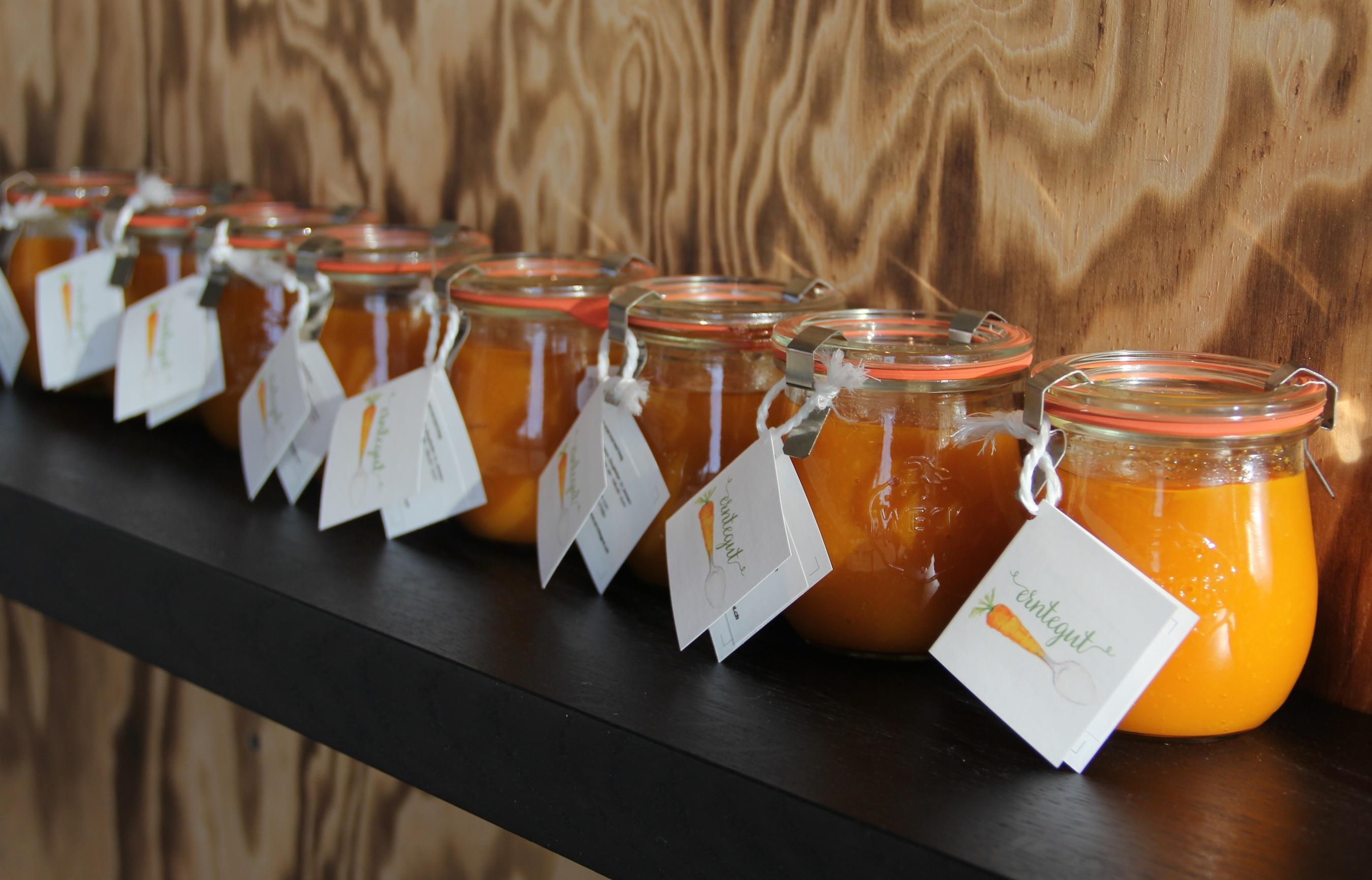 Einkochen als Alternative zum Wegschmeissen: Die Konfitüren des Vereins Erntegut werden von Auszubildenden in Pratteln hergestellt.