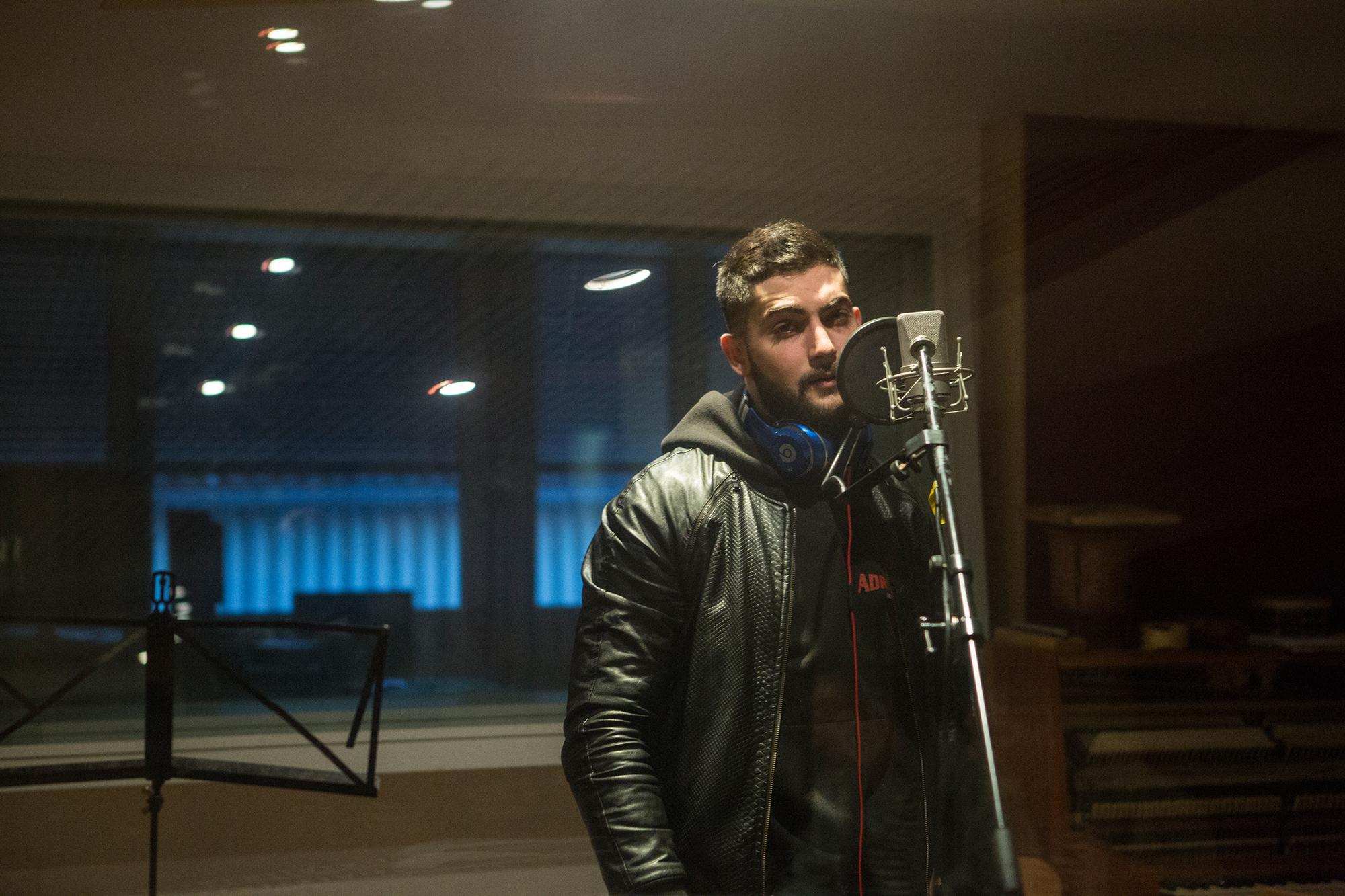 … wie im Studio und hinter dem Mikrofon.