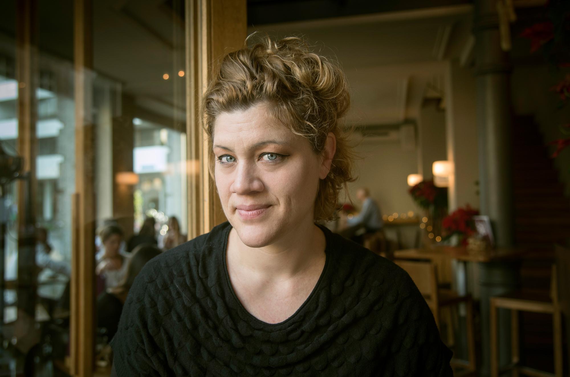 «Aufmachen!» Künstlerin Olivia Wiederkehr ganz untypisch: ohne Lachfältchen.