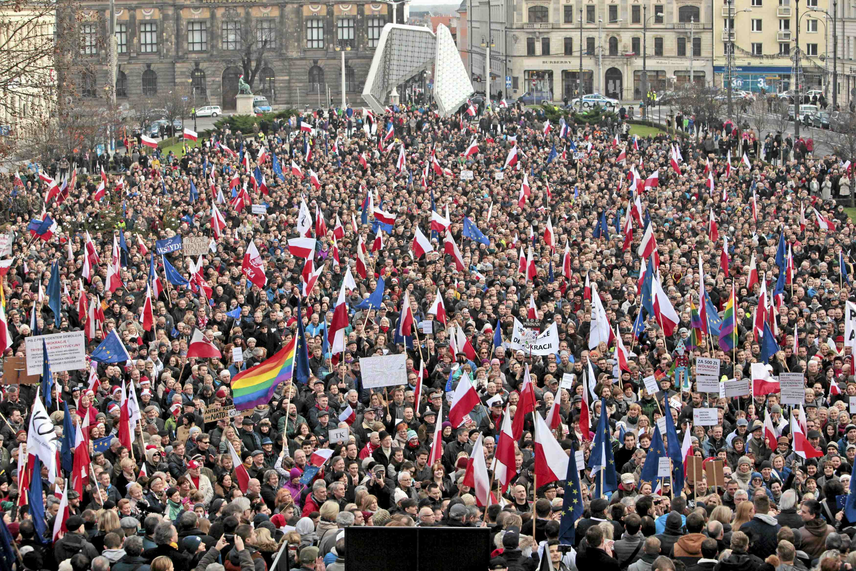 Anti-government protest in Poznan, Poland December 19, 2015. REUTERS/Piotr Skornicki/Agencja Gazeta THIS IMAGE HAS BEEN SUPPLIED BY A THIRD PARTY. IT IS DISTRIBUTED, EXACTLY AS RECEIVED BY REUTERS, AS A SERVICE TO CLIENTS. POLAND OUT. NO COMMERCIAL OR EDITORIAL SALES IN POLAND.