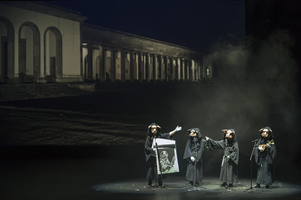 Vom Friedhof auf die Bühne: Ideenreiche Verse vom Schnitzelbangg «Schunggebegräbnis».