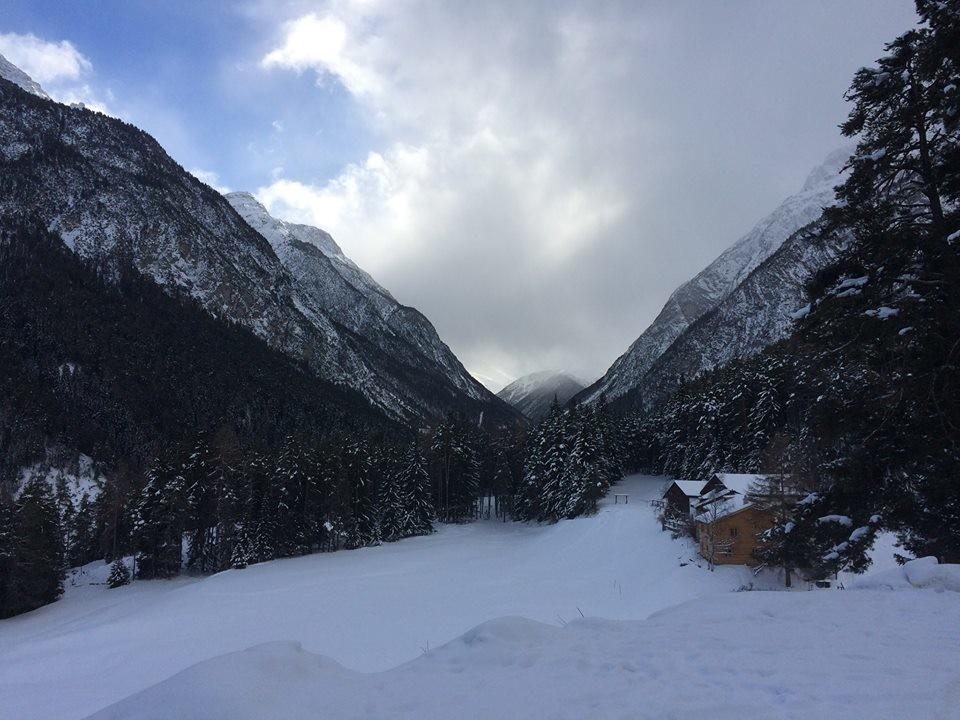 Ein Winterwochenende in Scuol ist zu empfehlen. Es locken verschneite Tannen und idyllische Hochmoore