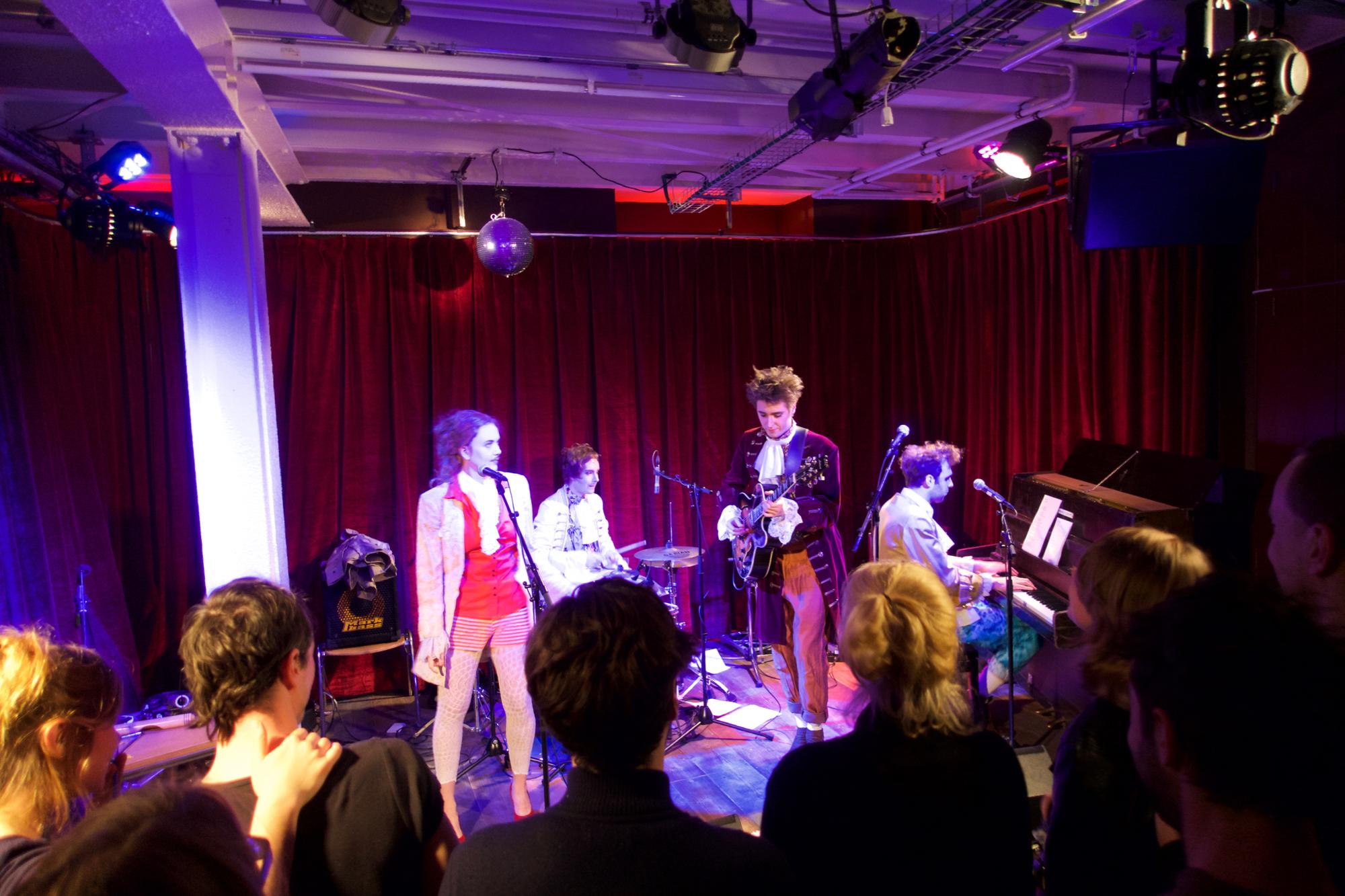 Neo-Barock'n'Roll von der Theaterband