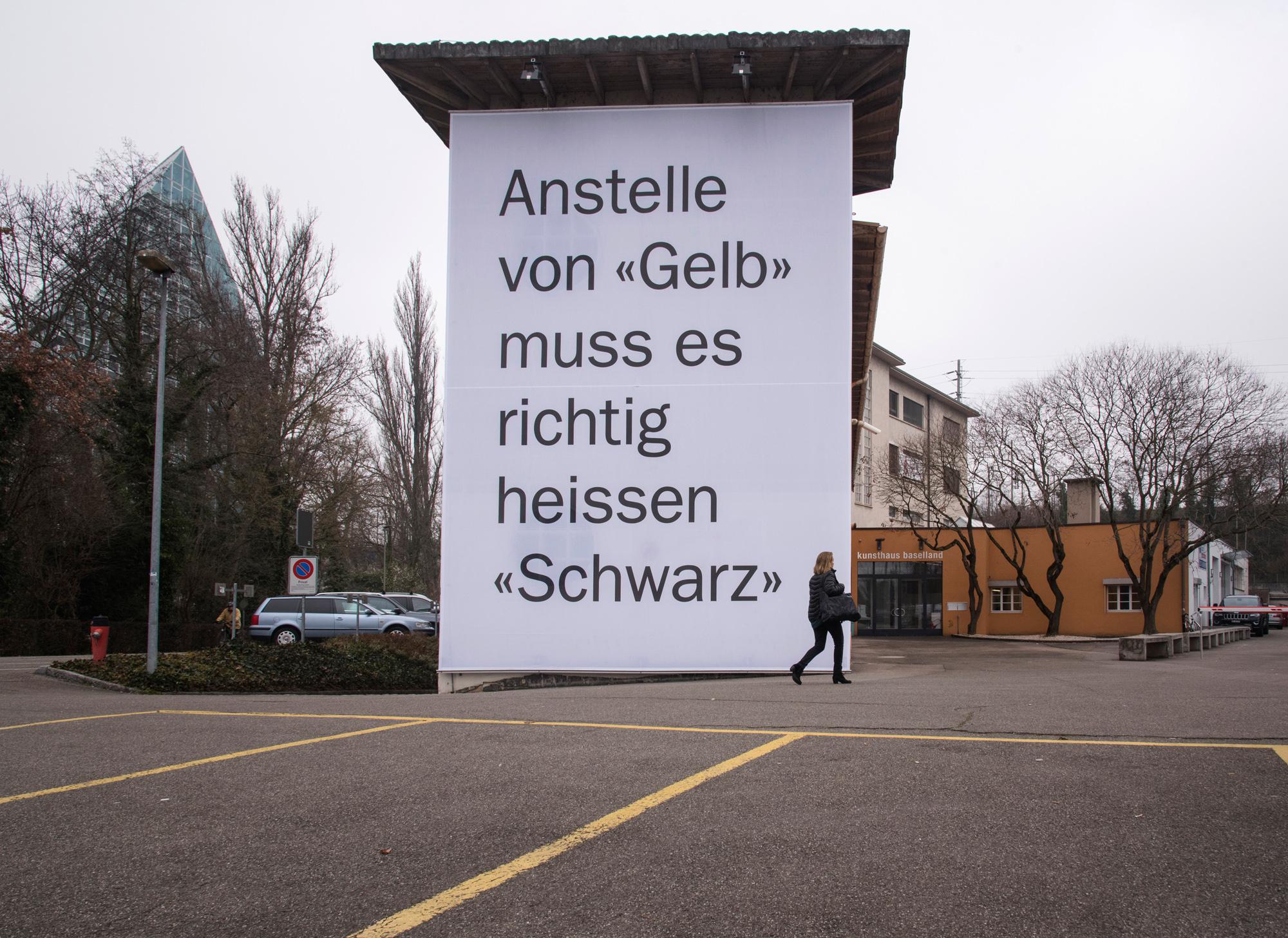 Klare Aussage: Matthias Hubers Projekt an der Aussenfassade des Kunsthaus Baselland.