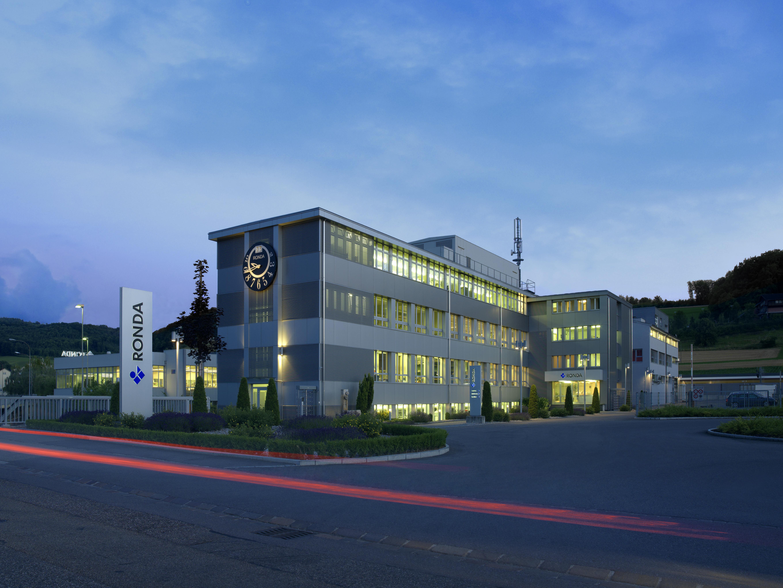 Erst nachdem Zweiten Weltkriegs wurde die Uhrwerkfabrik Ronda in Lausen gegründet, mit 260 Beschäftigten heute der grösste Arbeitgeber in der Baselbieter Uhrenindustrie.