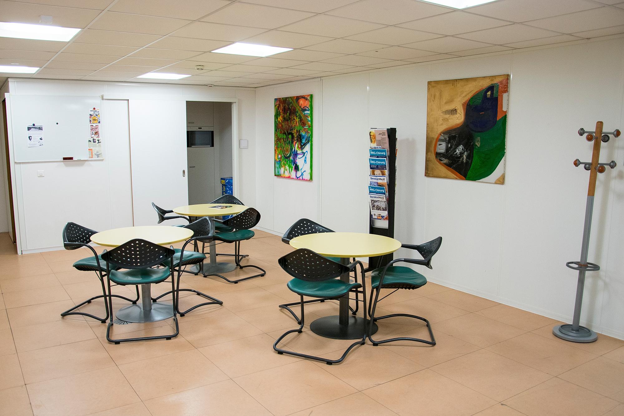 Leere und Tristesse: Der Aufenthaltsraum im ehemaligen Actelion-Gebäude lädt nicht zum Verweilen ein.