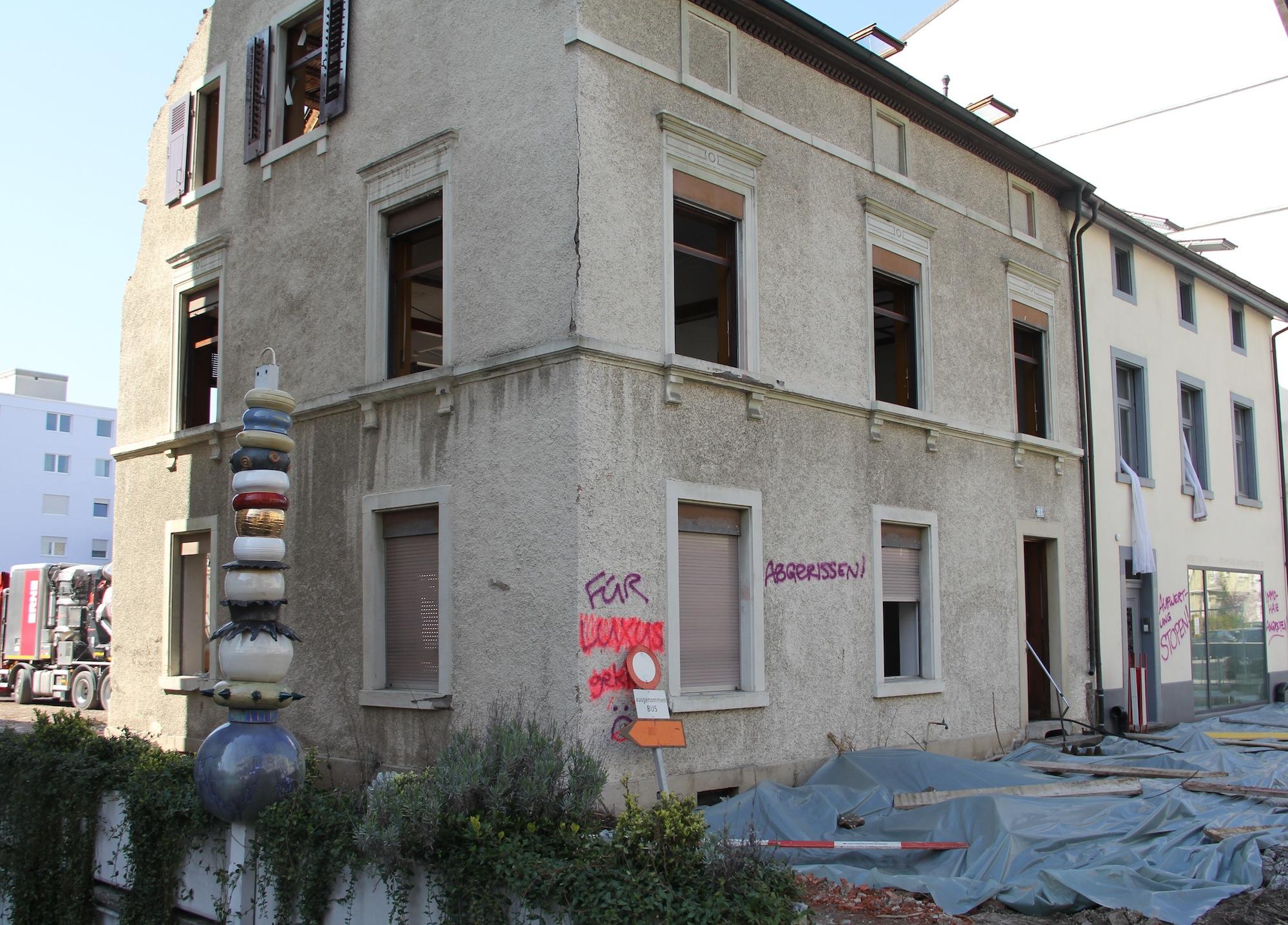 Als die «Villa Carmen» noch stand: Nach dem Tod des Eigentümers kam es im Altbau sowie in der Hofscheune zu mehreren Zwischennutzungen.