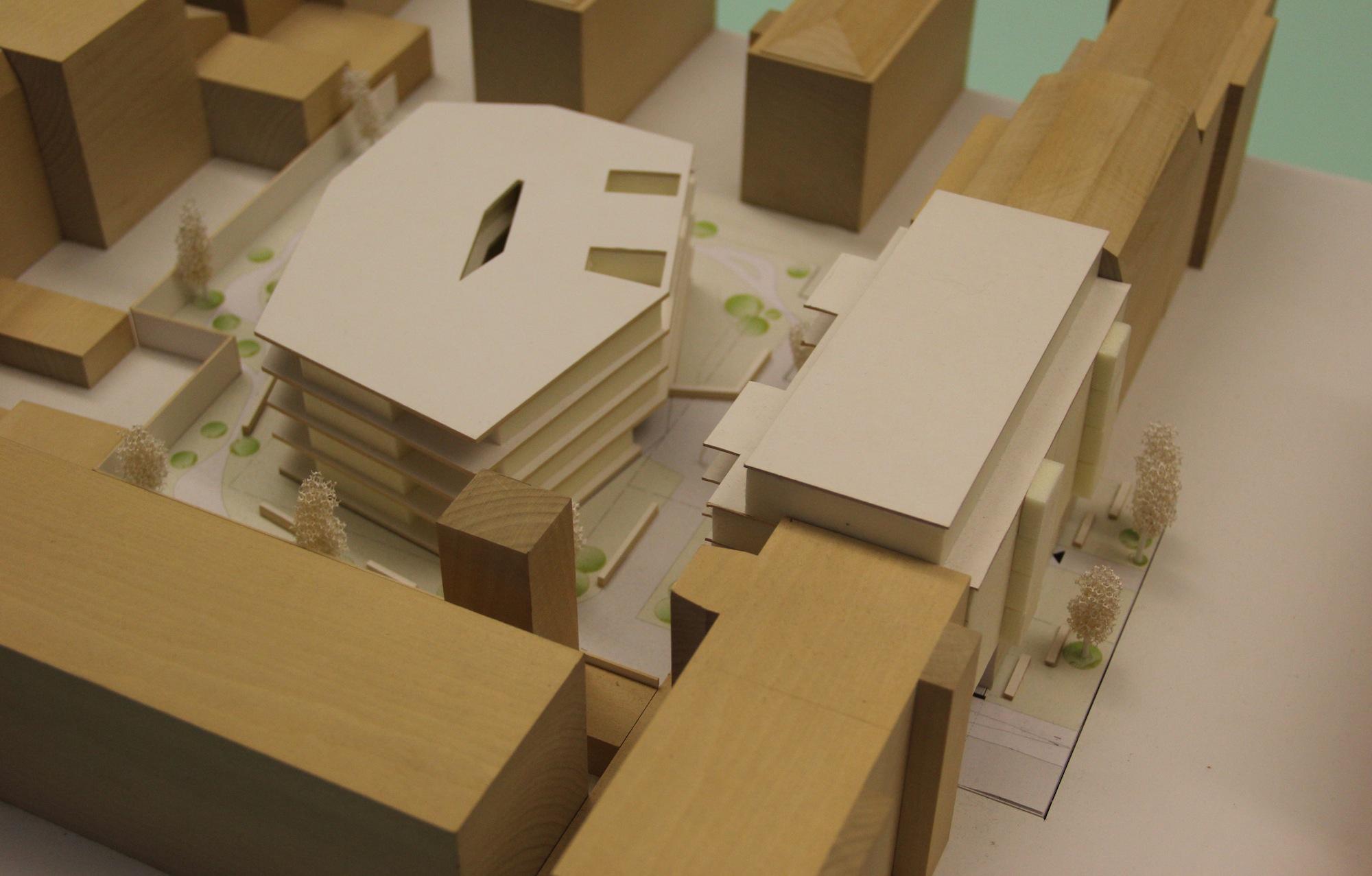 Das Modell für den Johannshof: An der Vogesenstrasse (rechts) soll das Vorderhaus stehen, dahinter das Hofgebäude mit einer kleinen Grünzone.
