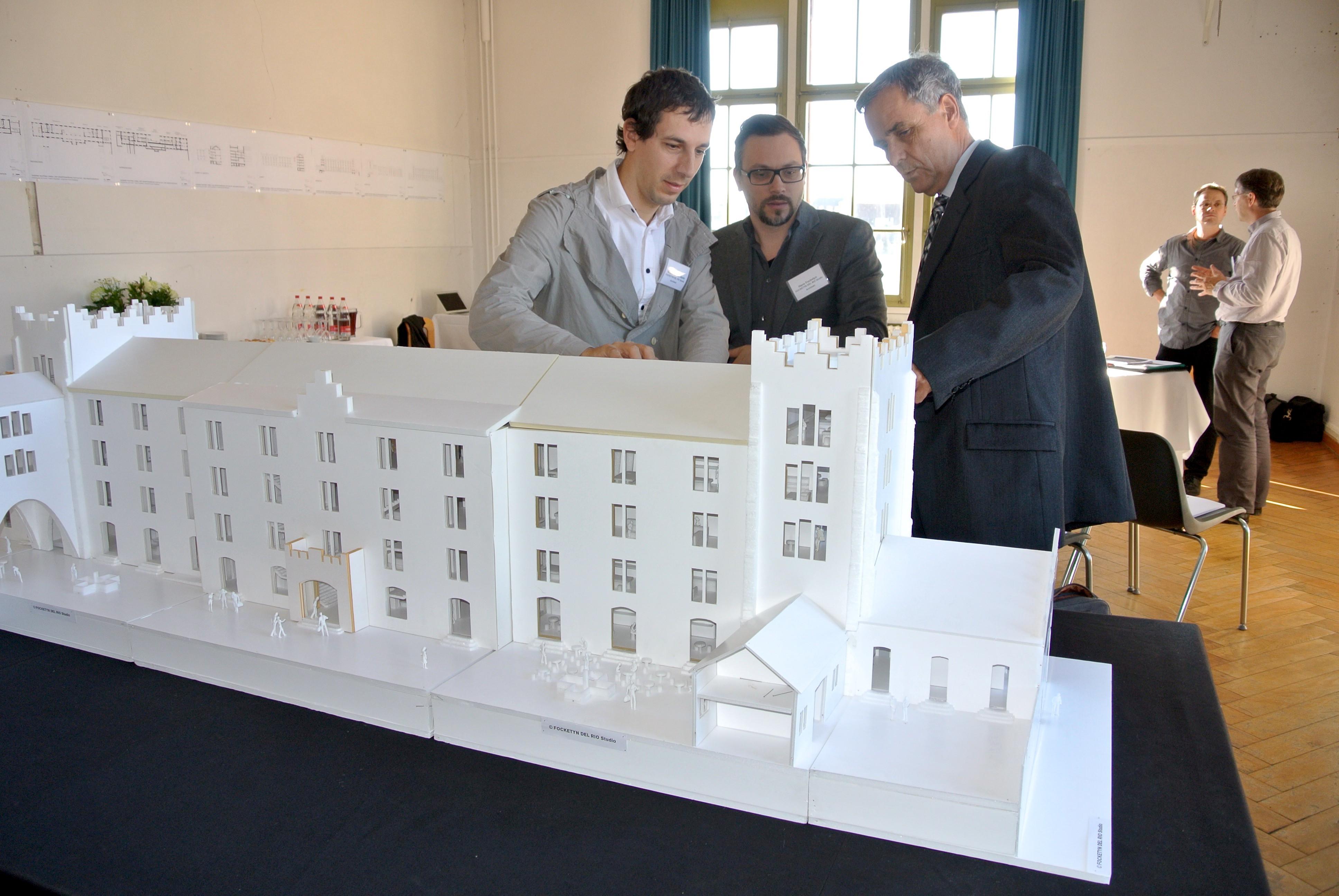 Guuy Morin mit dem Architekten des Umbauprojekts, Focketyn del Rio.