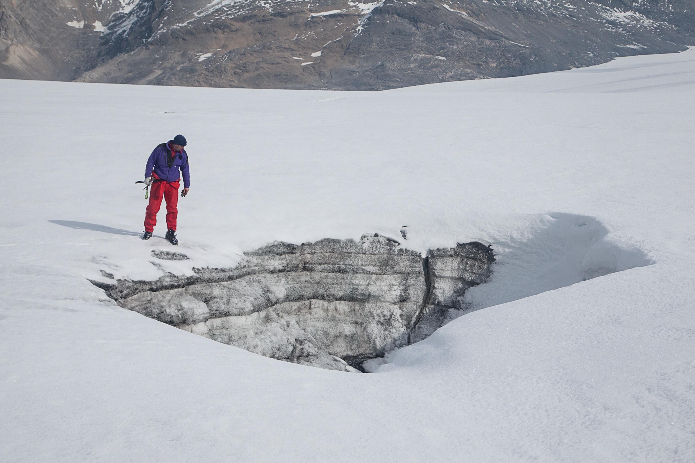 Gletschermühlen sind kreisrunde Öffnungen zur Innenwelt des Eises, welche Schmelzwasserbäche geschaffen haben.