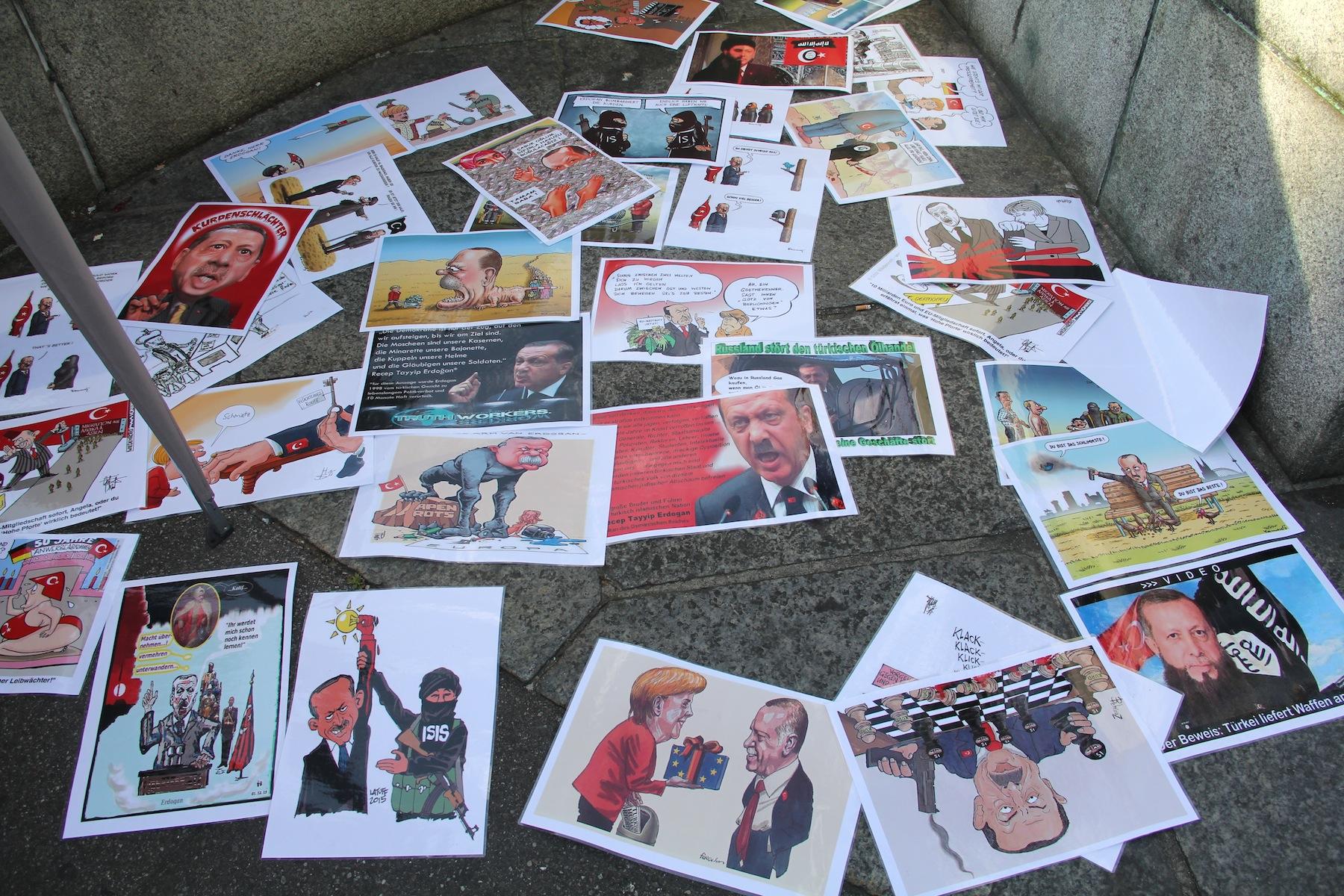 Mehmed B.: «Er beherrscht alle Tricks der Politik – seine Strategie bestehe darin, sich stets als Opfer darzustellen». Auch dieErdogan-Karikaturen, die beim SYKP-Stand ausgebreitet werden, sprechen Bände.