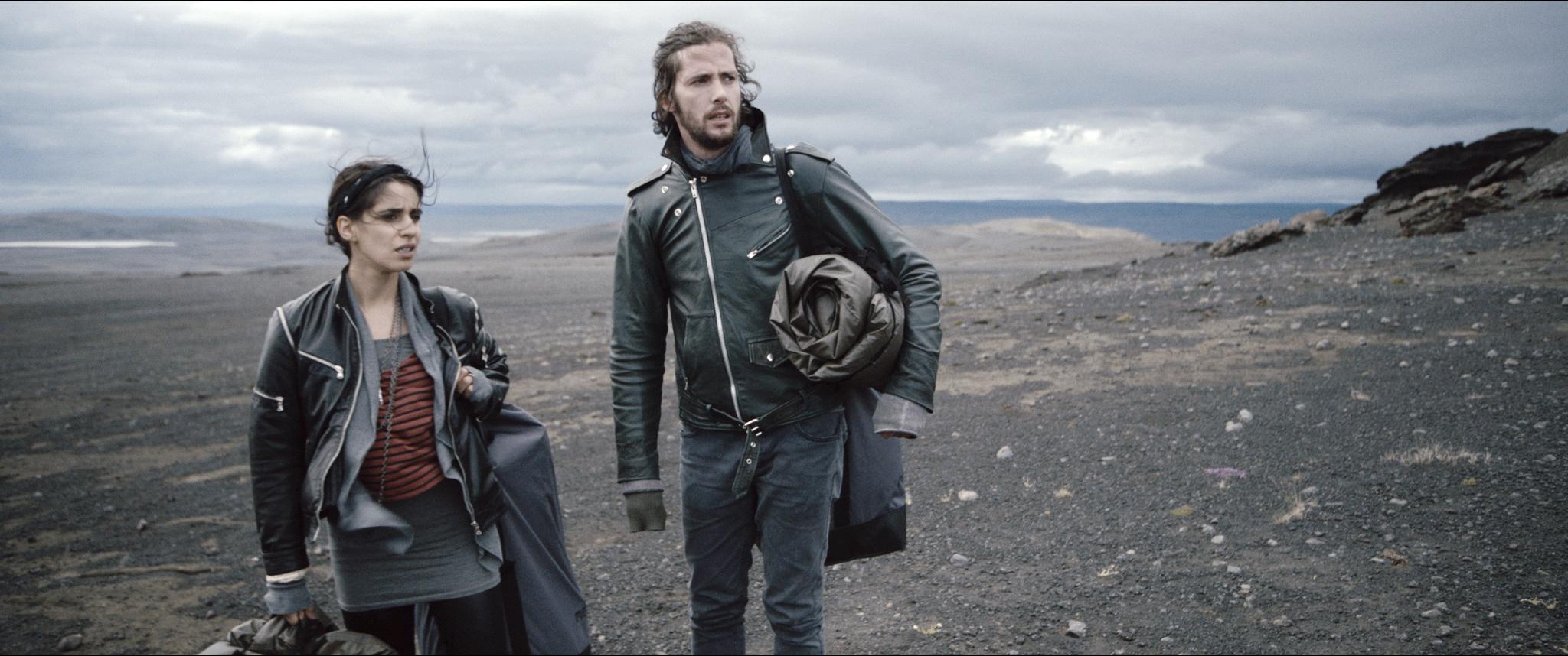 Ausgesetzt in der grauen Wüste des Nordens: Zusammen mit seiner Filmpartnerin Maryam Zaree im Film «Welcome to Iceland».