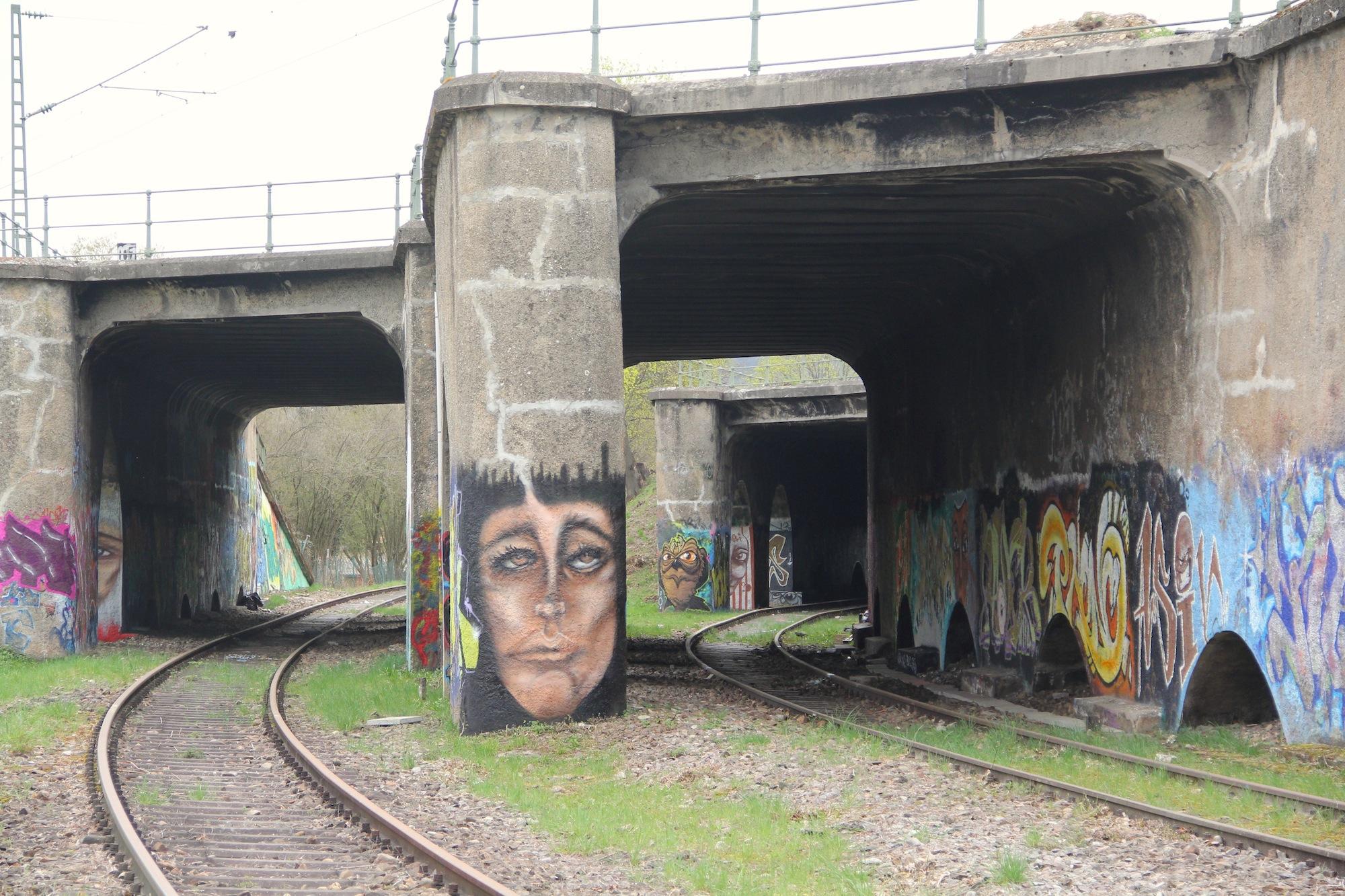 In Zukunft einmal wichtig für das S-Bahn-Herzstück? Die bei Graffitikünstlern beliebte alte Güterstrecke Grenzacherhorn könnte vielleicht als Reservegleis dienen.