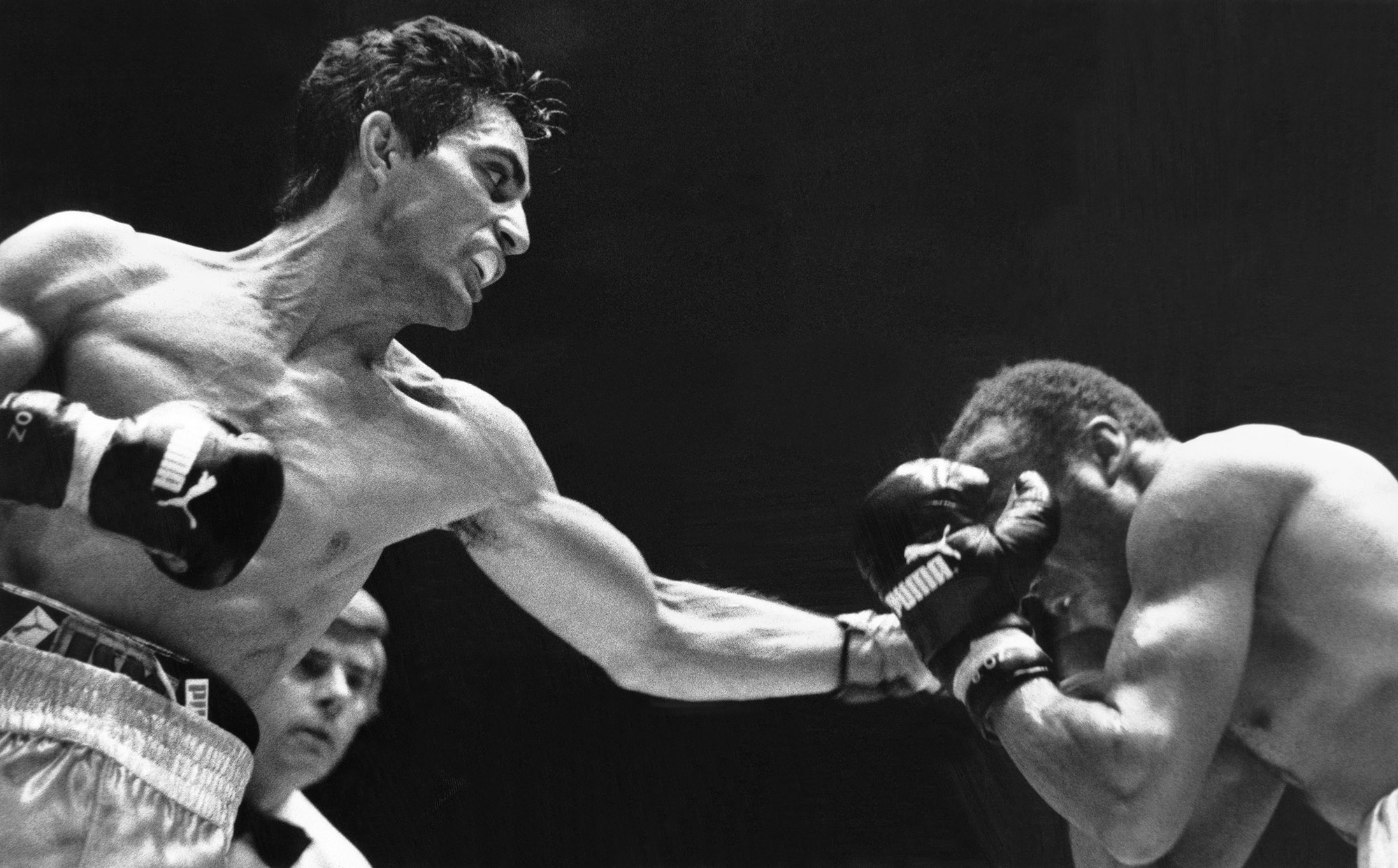 Enrico Scacchia (links) im EM-Kampf im Supermittelgewicht gegen Said Skhouma, 30 November 1985 in Genf.