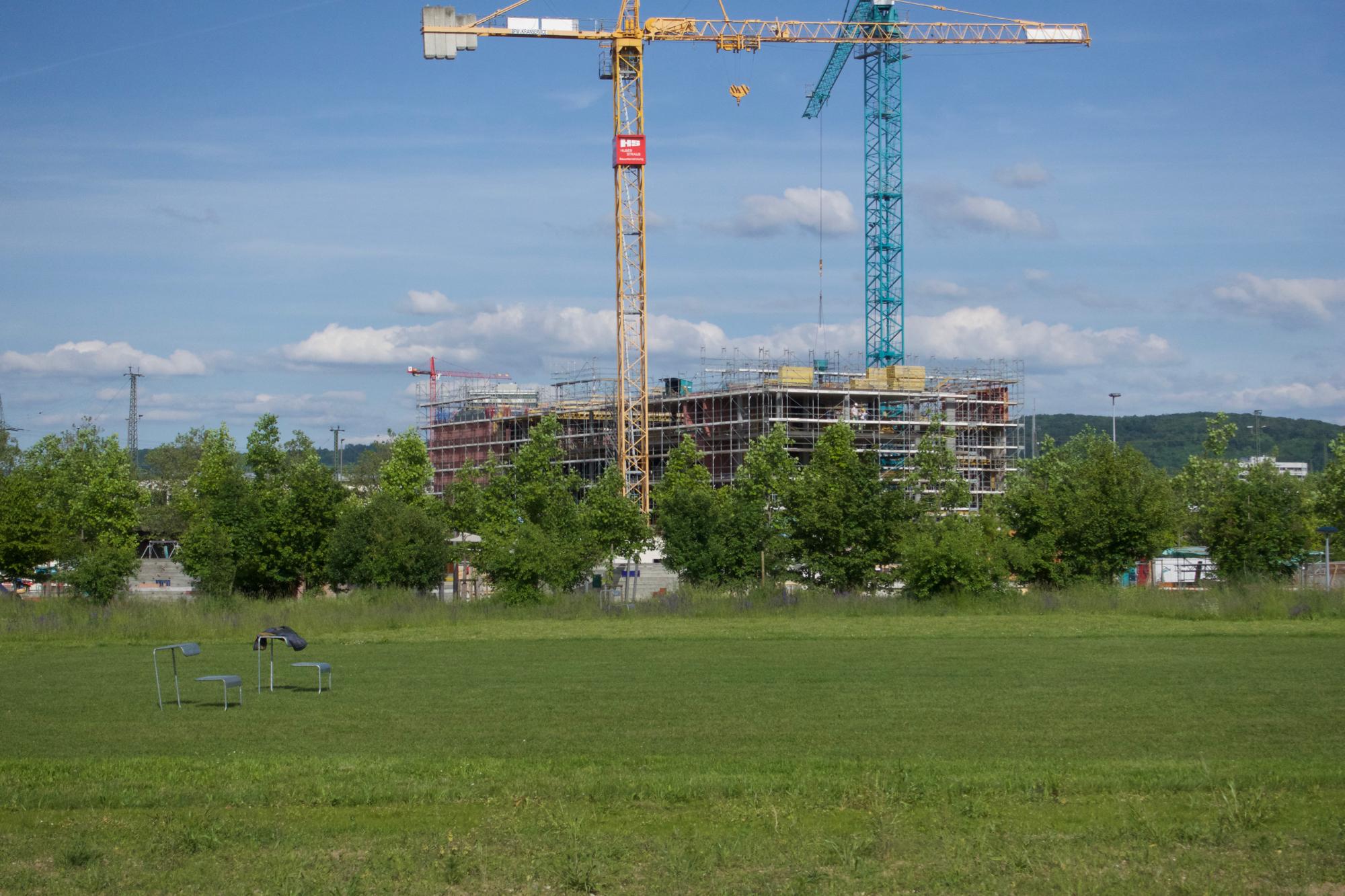 Langsam entsteht auf dem Arealsektor Ost der lange ersehnte Bauriegen gegen den Autobahnlärm der Osttangente.