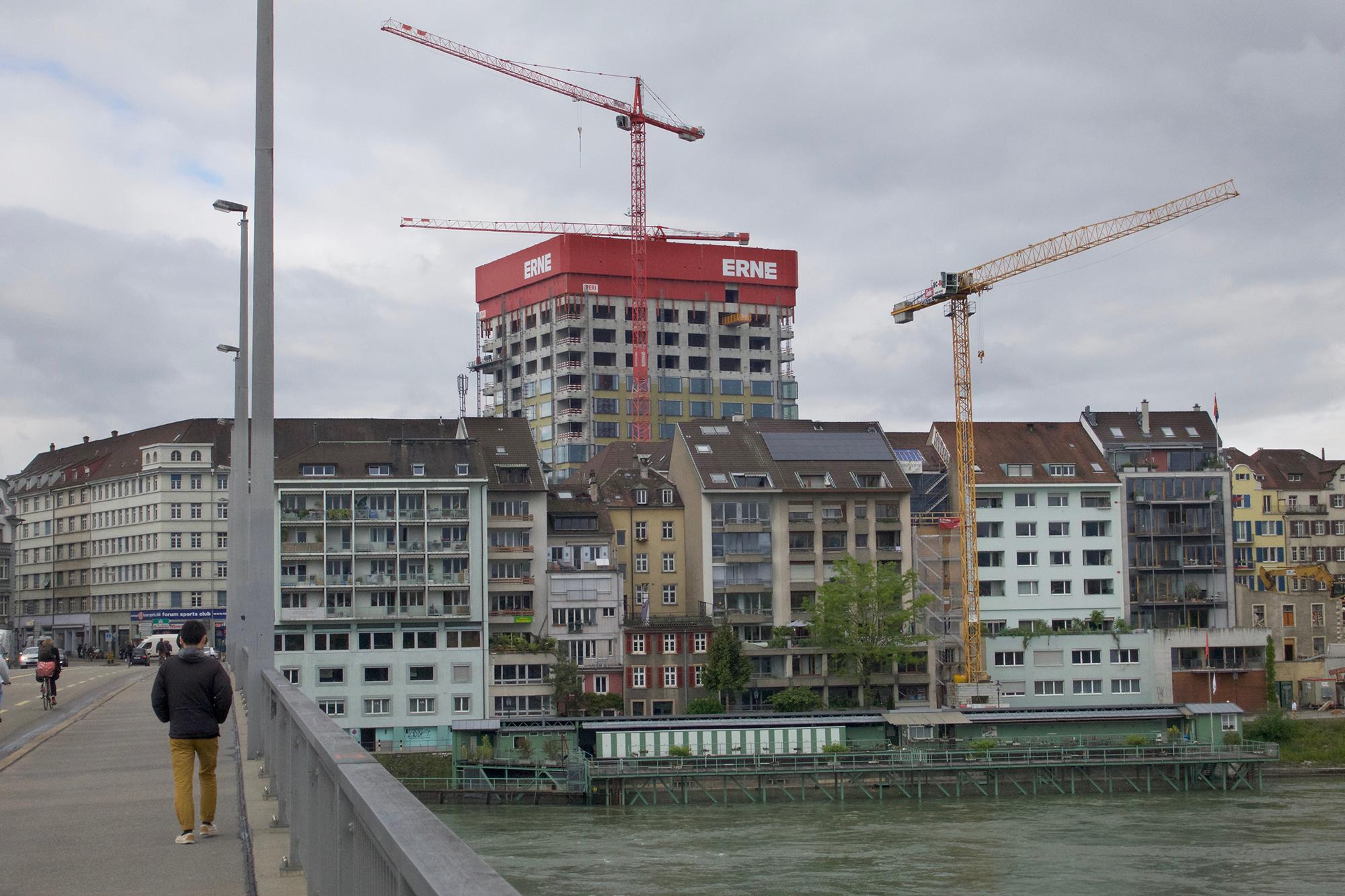 Ein neues Uni-Flaggschiff mit weiter Ausstrahlung oder ein Bruch mit dem Stadtbild? Von derBau- und Raumplanungskommission wurde das Laborhochhaus im Jahr 2012 zähneknirschend akzeptiert.