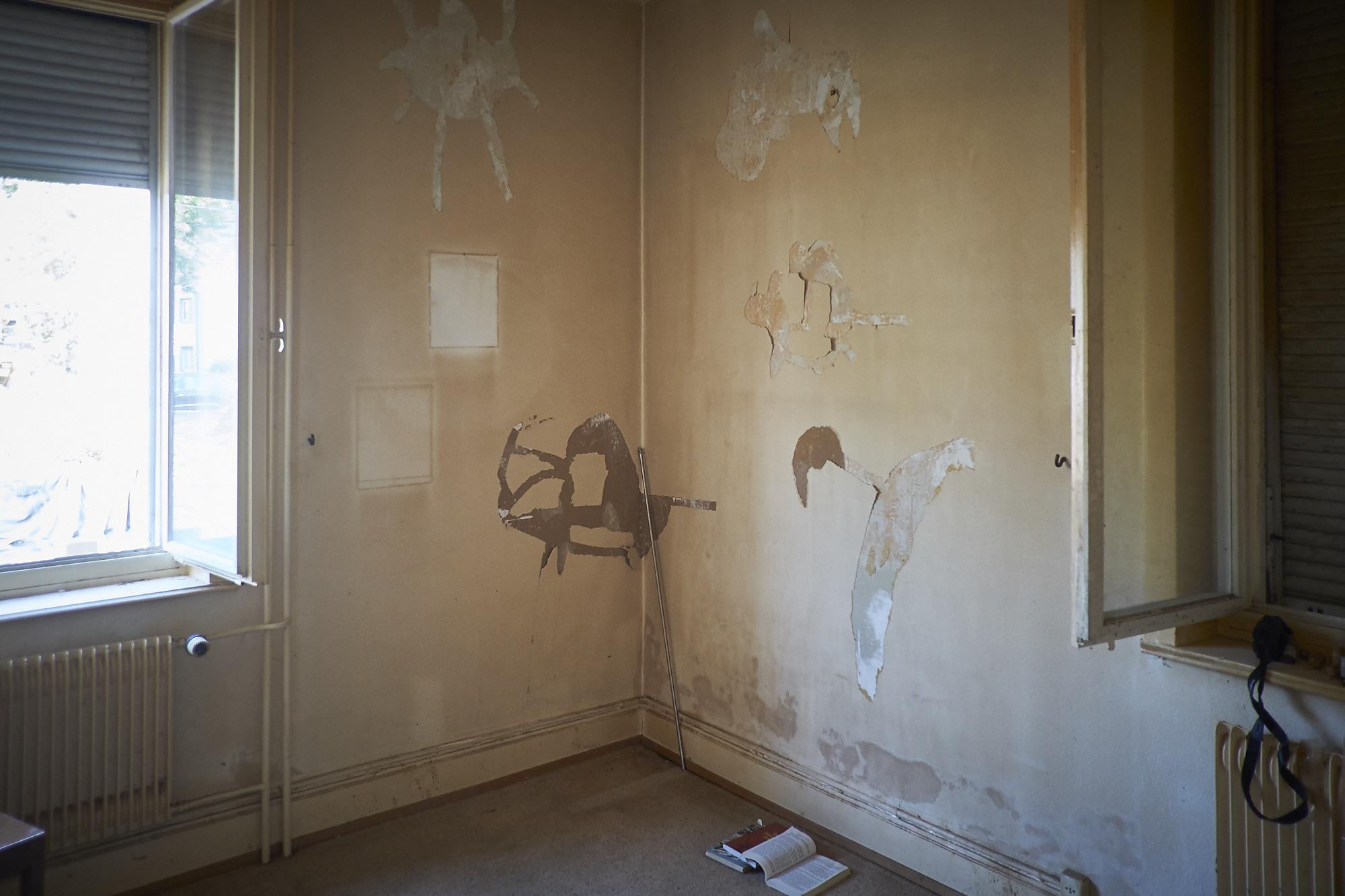Auch ein Künstler: Raucherwand im Haus#99.