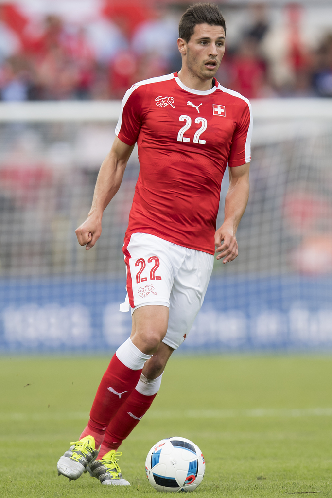 Swiss defender Fabian Schaer, in action during an international friendly test match between the national soccer teams of Switzerland and Moldova, at the Cornaredo stadium, in Lugano, Switzerland, Friday, June 3, 2016. Switzerland national soccer team prepare for the UEFA Euro 2016 that will take place from June 10 to July 10, 2016 in France. (KEYSTONE/Jean-Christophe Bott)