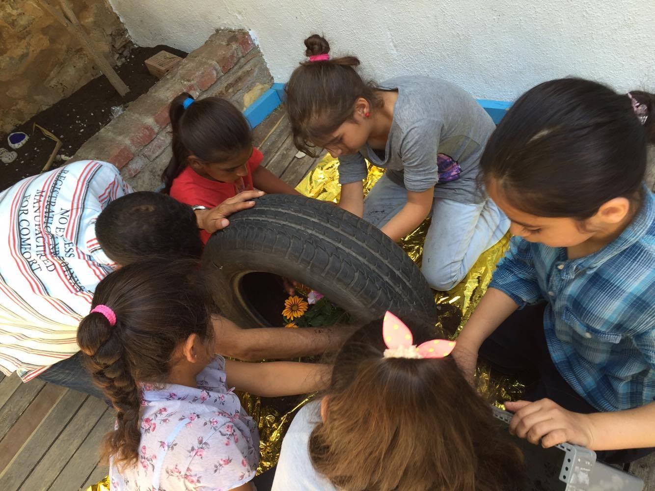 Das Lernen geht übers Büffeln hinaus: An der Schule des Basler Flüchtlingshilfswerks sollen Kinder vor allem einen kindergerechten Alltag erhalten.