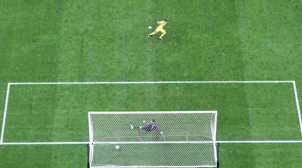 epa05355929 Bogdan Stancu of Romania scores the 1-1 with a penalty against French goalkeeper Hugo Lloris during the UEFA EURO 2016 group A preliminary round match between France and Romania at Stade de France in Saint-Denis, France, 10 June 2016.....(RESTRICTIONS APPLY: For editorial news reporting purposes only. Not used for commercial or marketing purposes without prior written approval of UEFA. Images must appear as still images and must not emulate match action video footage. Photographs published in online publications (whether via the Internet or otherwise) shall have an interval of at least 20 seconds between the posting.) EPA/YOAN VALAT EDITORIAL USE ONLY
