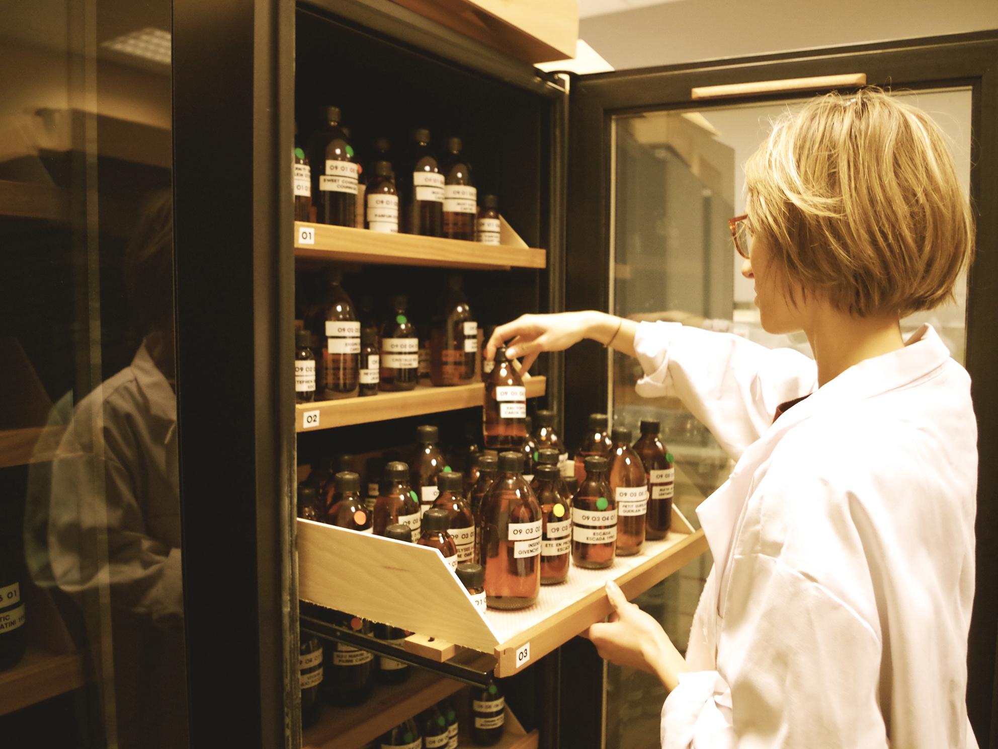 In der «Osmothèque»sind derzeit 3600 Fläschchen mit Düften aus allen Zeiten archiviert.