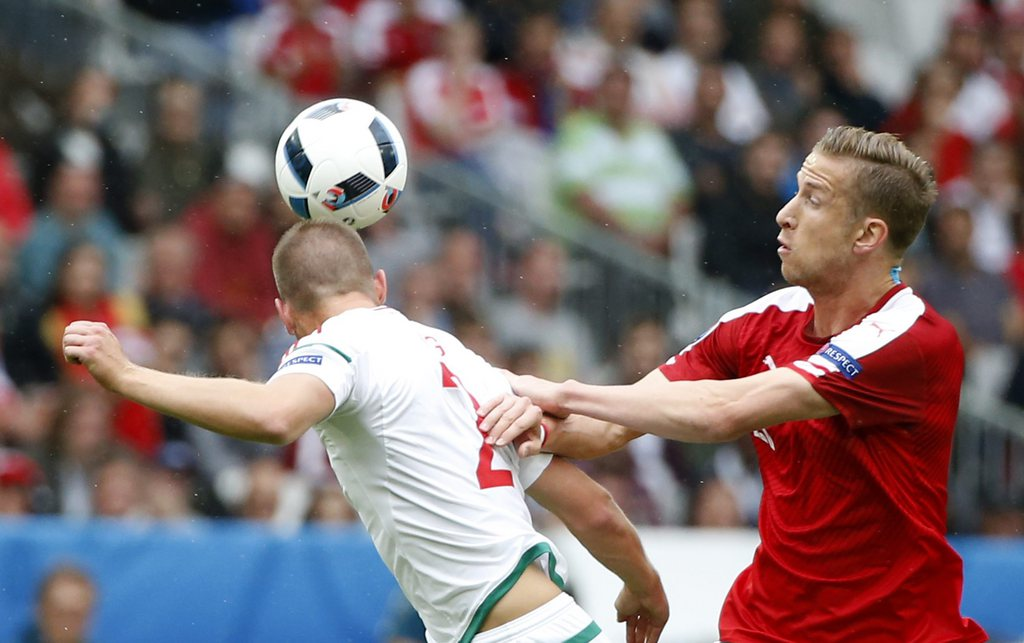 epa05364465 Marc Janko (R) of Austria in action against Adam Lang of Hungary during the UEFA EURO 2016 group F preliminary round match between Austria and Hungary at Stade de Bordeaux in Bordeaux, France, 14 June 2016.....(RESTRICTIONS APPLY: For editorial news reporting purposes only. Not used for commercial or marketing purposes without prior written approval of UEFA. Images must appear as still images and must not emulate match action video footage. Photographs published in online publications (whether via the Internet or otherwise) shall have an interval of at least 20 seconds between the posting.) EPA/RUNGROJ YONGRIT EDITORIAL USE ONLY
