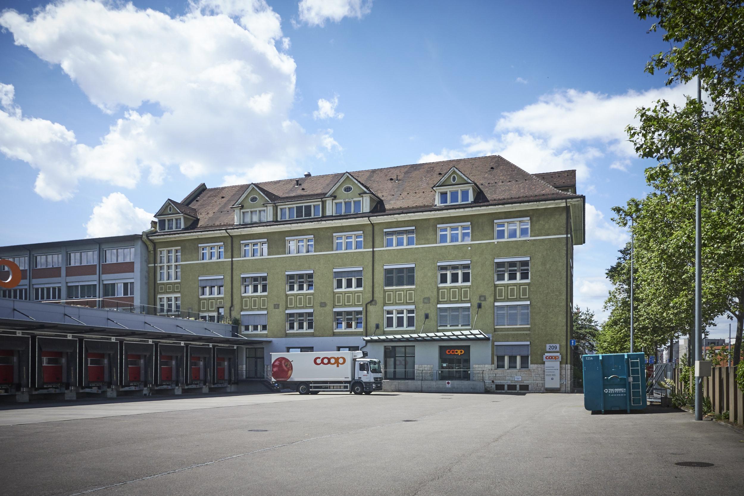 Vom Coop-Verteilzenter zum Klassenzimmer: Das Erziehungsdepartement will das Gebäude voraussichtlich im Jahr 2021 als neue Primarschule eröffnen.