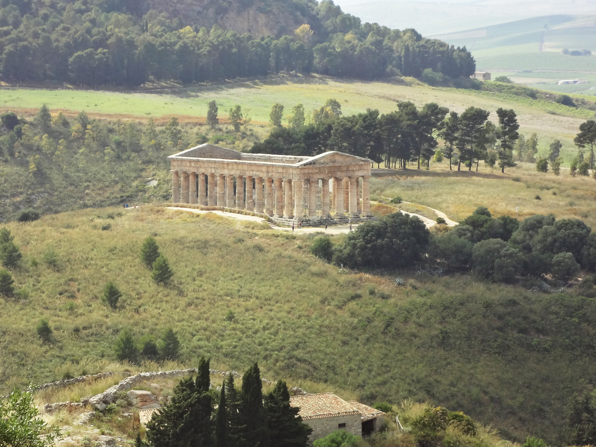 Die meisten Tempel Siziliens stürzten in Laufe der Zeit infolge von Erdbeben ein – von diesem Schicksal blieb derjenige von Egesta verschont.