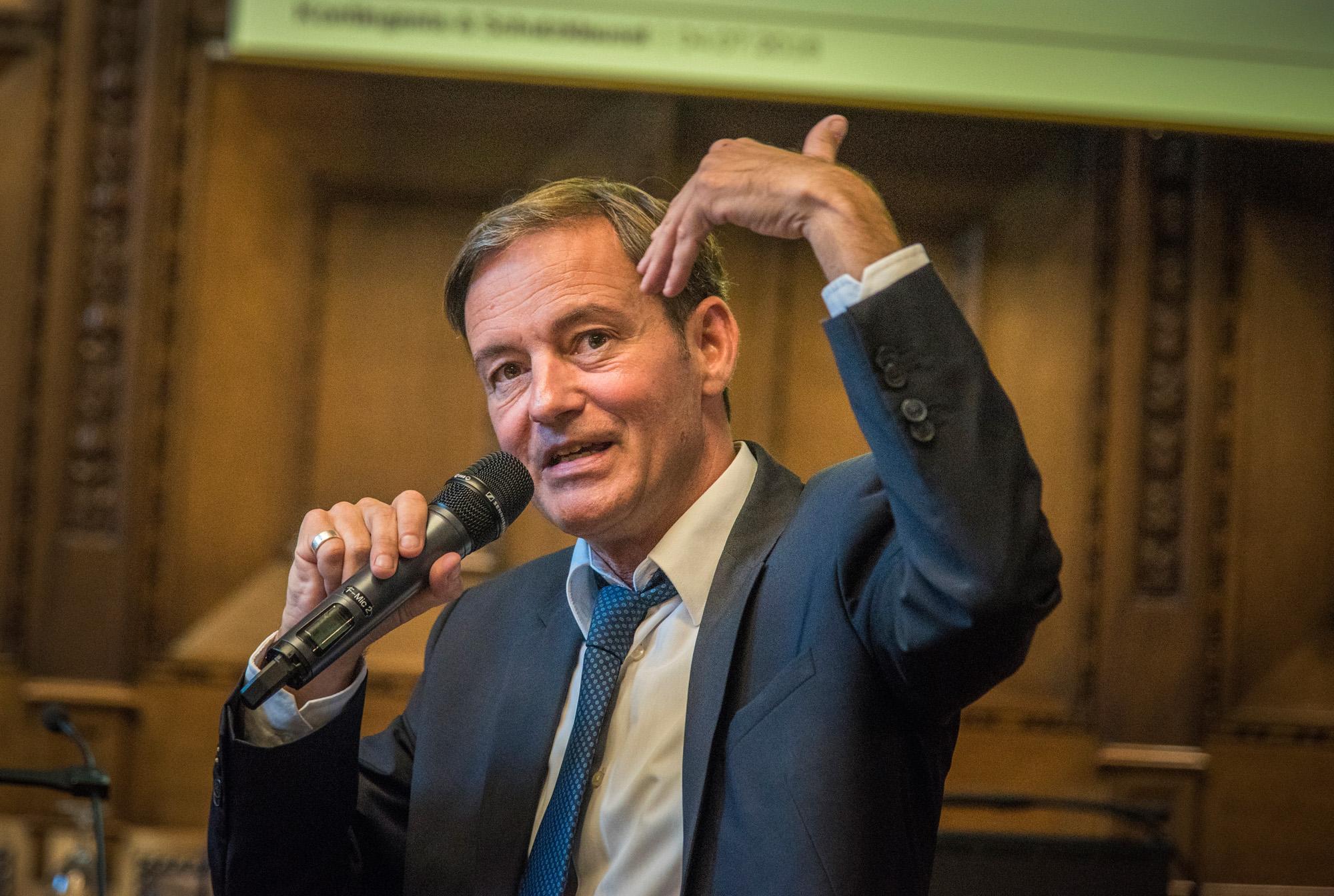 Nationalrat und nebs-Co-Präsident Martin Naef bei seinem Referat.