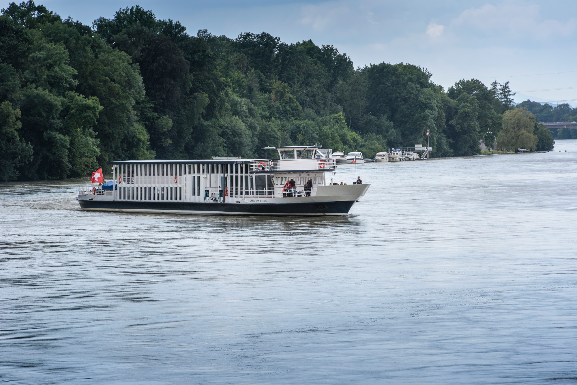 Kein schlechter Arbeitsplatz: Die MS Christoph Merian auf dem Rhein.