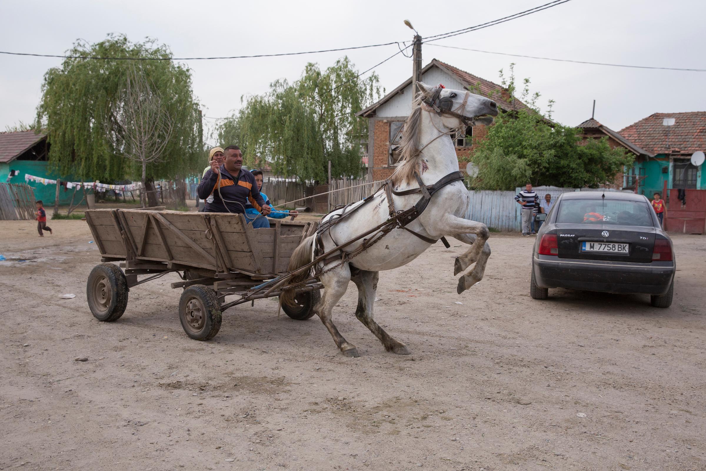 Die Bürger von Ocolan versuchen ihr Dorf ins 21. Jahrhundert zu befördern und steuern der Landflucht entgegen.