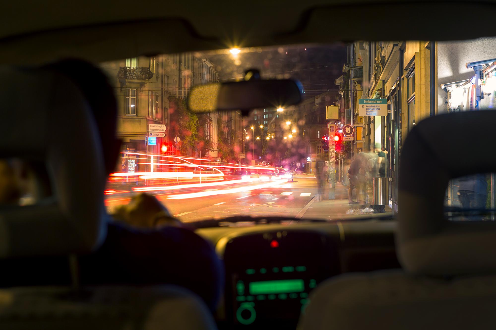 UberPop-Fahrer erzählen, dass die App keine Grenzen kenne: Theoretisch könnte man 24 Stunden am Stück mit Uber fahren.