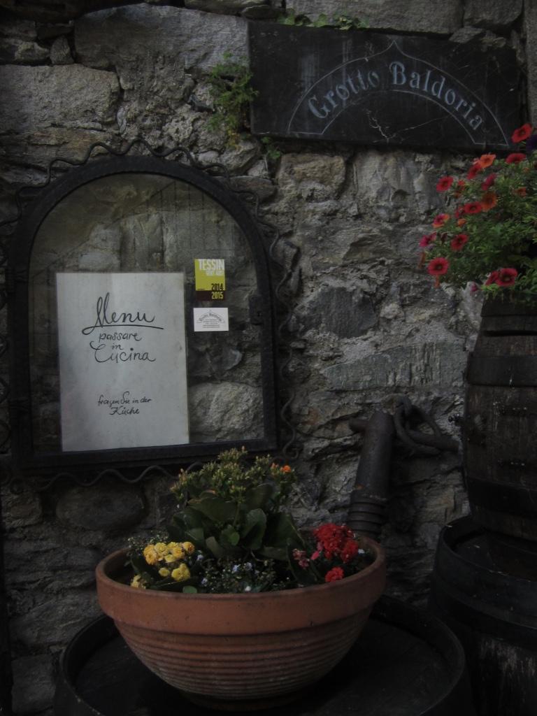 Das beliebte Restaurant «Grotto Baldoria»: Fürs Menü bitte in der Küche vorbeigehen. Ein einfaches Gastronomiekonzept, das überzeugt.