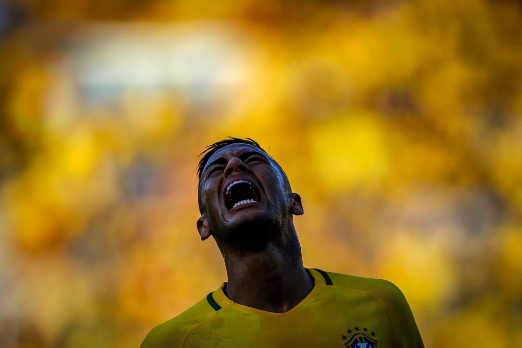 epa05449300 Neymar (L) of Brazil reacts during a friendly match between the Olympic teams of Brazil and Japan at the Serra Dourada stadium in Goiania, Brazil, 30 July 2016. Brazil will face South Africa on 04 August 2016 in the opening match of the Men's Olympic soccer tournament. EPA/Fernando Bizerra Jr.