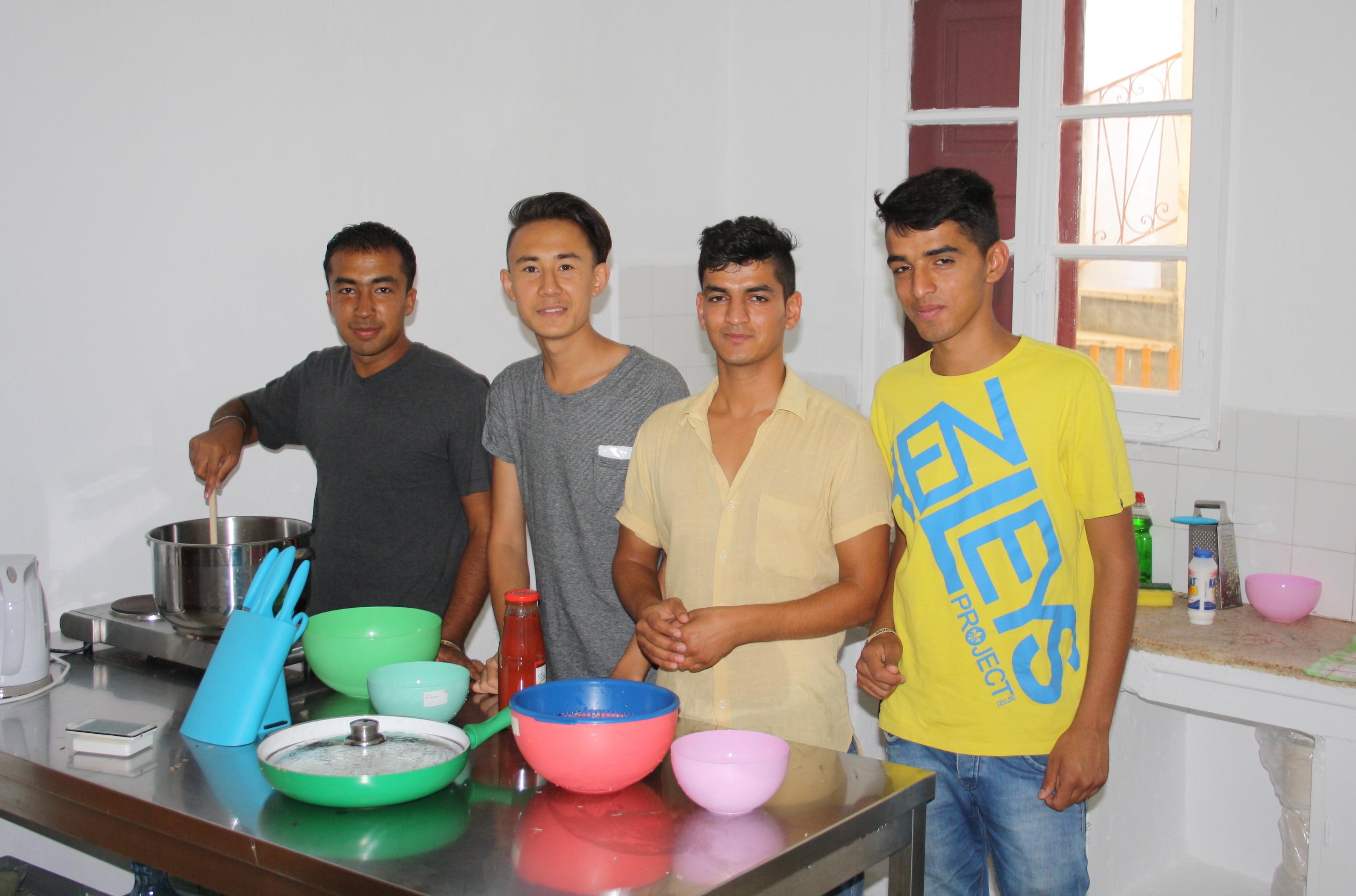 Gegen den Alltagstrott und die Langeweile im Camp: Im Juli gründete «Baas» auf der Insel Chios den ersten Jugendtreff für Flüchtlinge. Dabei ist bei der Gruppenbildung viel Fingerspitzengefühl gefragt.