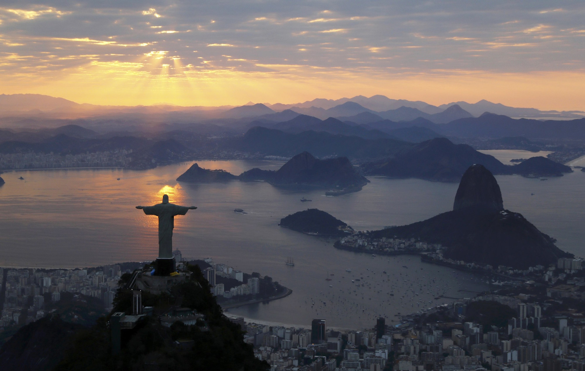 Jesus Christ The Redeemer is seen during sunrise in Rio de Janeiro, Brazil August 2, 2016. REUTERS/Wolfgang Rattay TPX IMAGES OF THE DAY