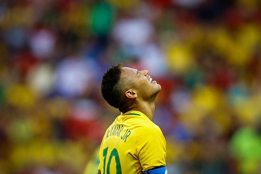 epa05455631 Neymar of Brazil reacts during the men's preliminary round match between Brazil and South Africa for the Rio 2016 Olympic Games Soccer tournament at Mane Garrincha stadium in Brasilia, Brazil, 04 August 2016. EPA/FERNANDO BIZERRA JR.