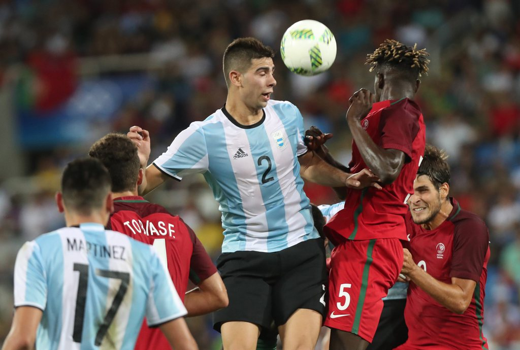 epa05455754 Lautaro Giannetti of Argentina (L) and Edgar Ie of Portugal (R) vie for the ball during the men's preliminary round group D match of the Rio 2016 Olympic Games Soccer tournament between Portugal and Argentina at the Olympic Stadium in Rio de Janeiro, Brazil, 04 August 2016. EPA/SRDJAN SUKI