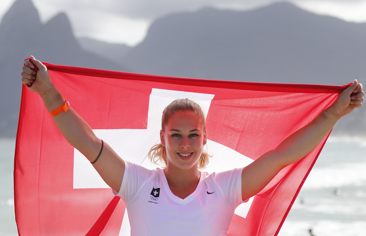 Swiss athlete Giulia Steingruber poses with the Swiss flag in front of Ipanema beach during a media conference of the Swiss Olympic team prior to the Rio 2016 Olympic Summer Games at the TV-Studio in Ipanema in Rio de Janeiro, Brazil, pictured on Thursday, August 4, 2016. (KEYSTONE/Peter Klaunzer)