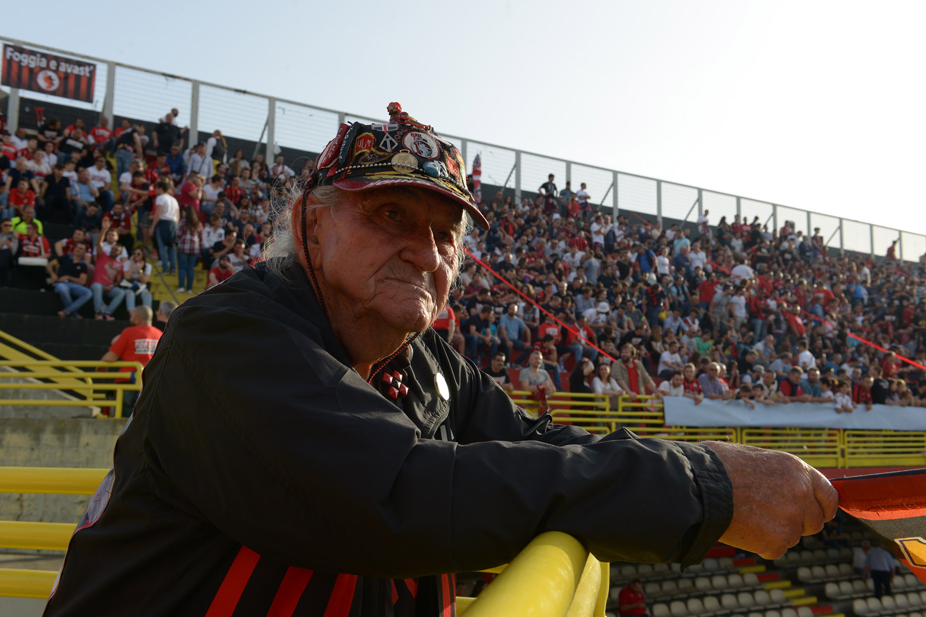 Nonno Ciccio: «Wenn ich an meine Jungs denke, die jungen Ultràs von heute, die Krieg wollen, dann ist mir zum Heulen zu Mute.»