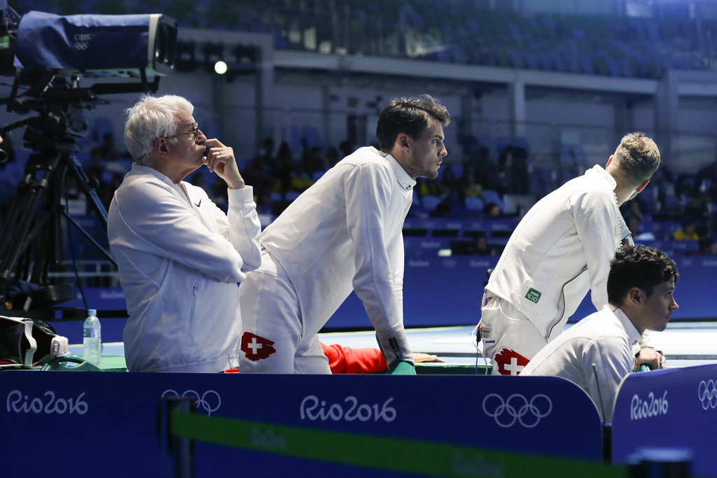 Switzerland's coach Gianni Muzio, Peer Borsky, Benjamin Steffen and Fabian Kauter, from left, react during the men�s Fencing Epee Team quarterfinal against Italy in the Carioca Arena 3 in Rio de Janeiro, Brazil, at the Rio 2016 Olympic Summer Games, pictured on Sunday, August 14, 2016. (KEYSTONE/Peter Klaunzer)